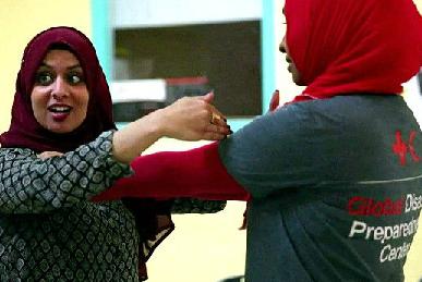 امريكية تعلم الشابات المسلمة الدفاع عن النفس
