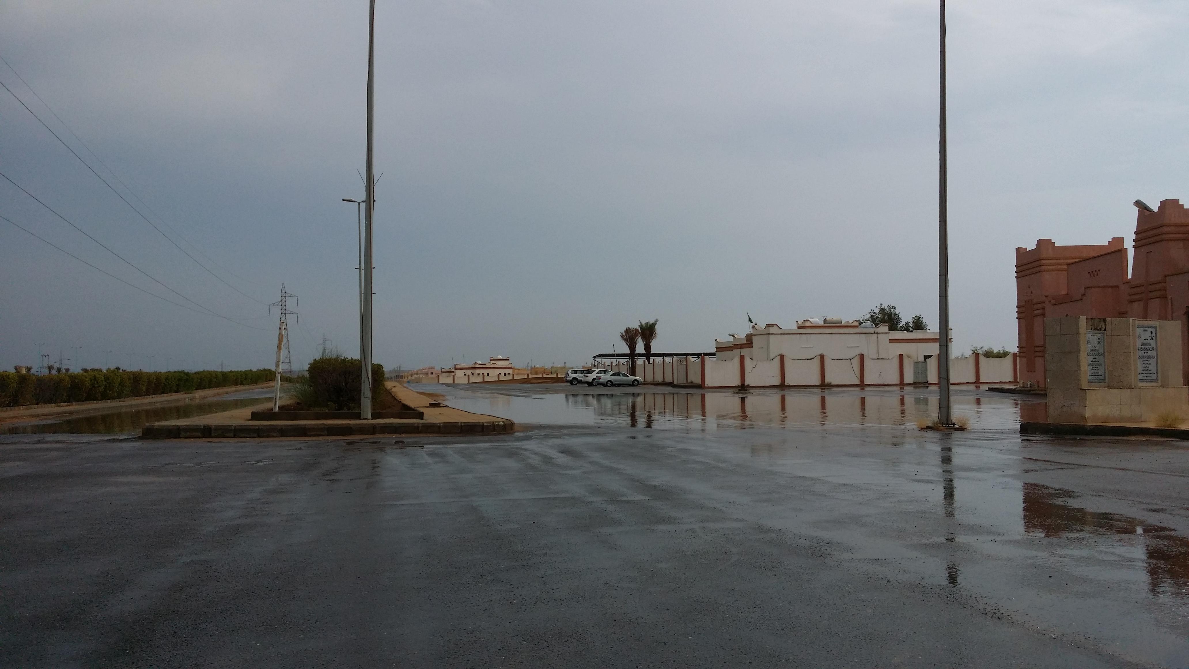 امطار غزيرة تلطف أجواء ساحل عسير (1)