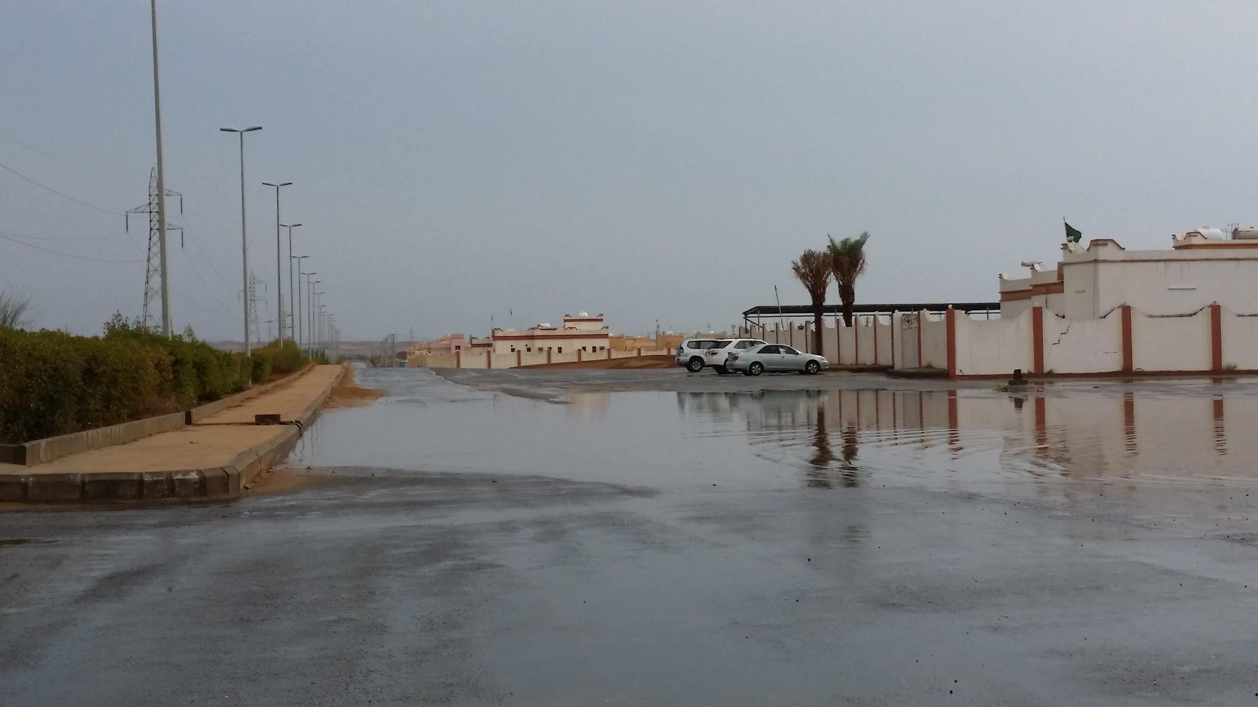 امطار غزيرة تلطف أجواء ساحل عسير (2)