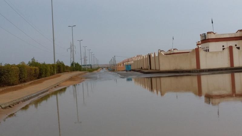 امطار غزيرة تلطف أجواء ساحل عسير (3)