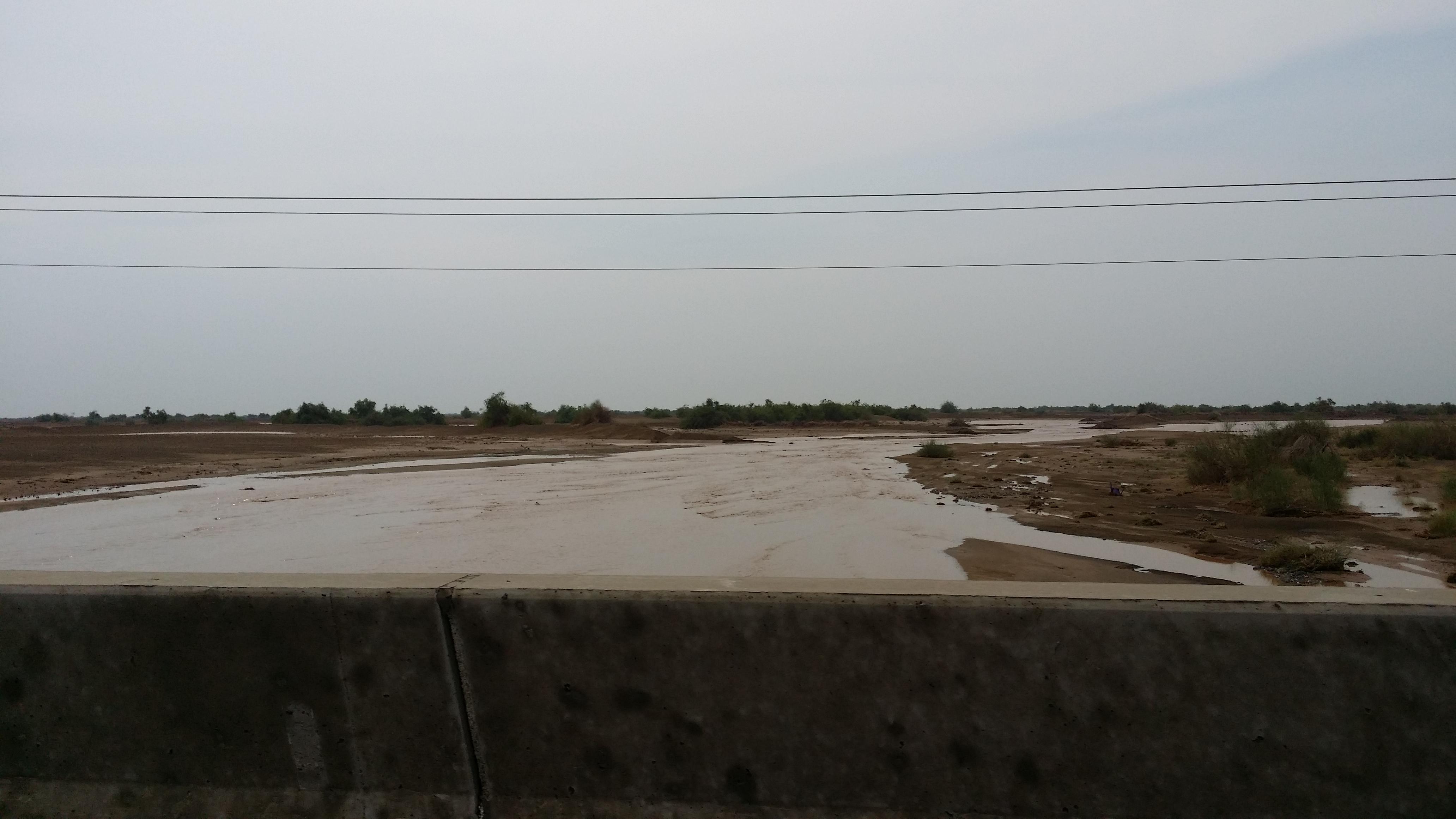 امطار غزيرة تلطف أجواء ساحل عسير (5)