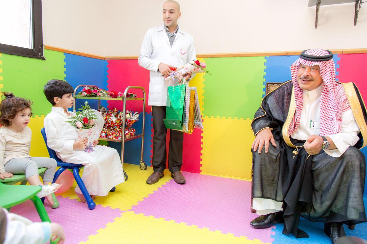 امير الباحة في مستشفى الملك فهد لمعايدة المرضى (1)