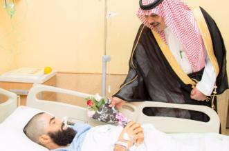 بالصور.. أمير الباحة يُعايد المرضى في مستشفى الملك فهد بباقات الورود - المواطن