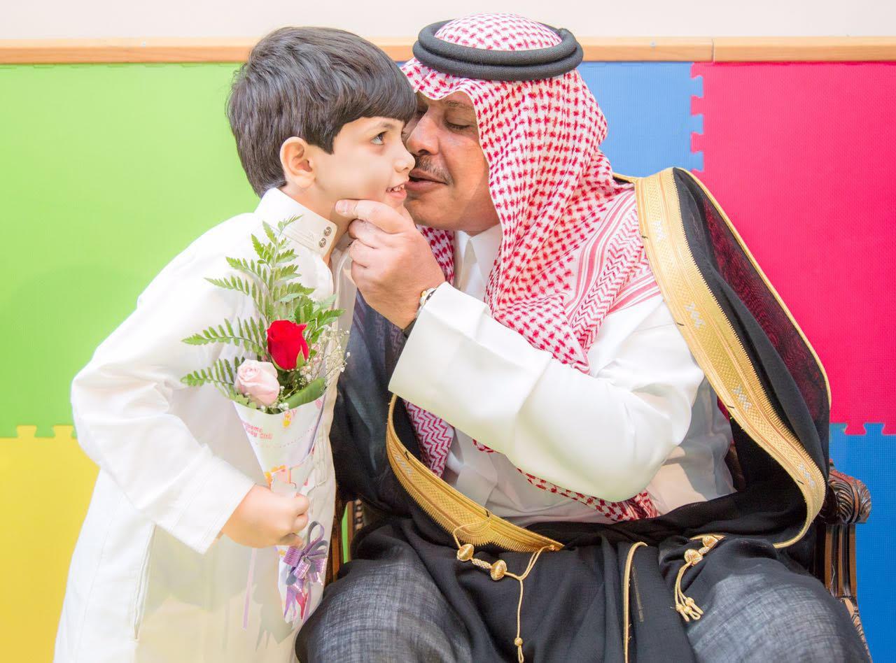 امير الباحة في مستشفى الملك فهد لمعايدة المرضى (3)