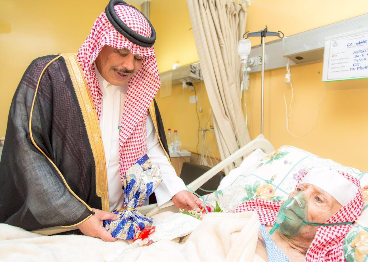 امير الباحة في مستشفى الملك فهد لمعايدة المرضى (4)