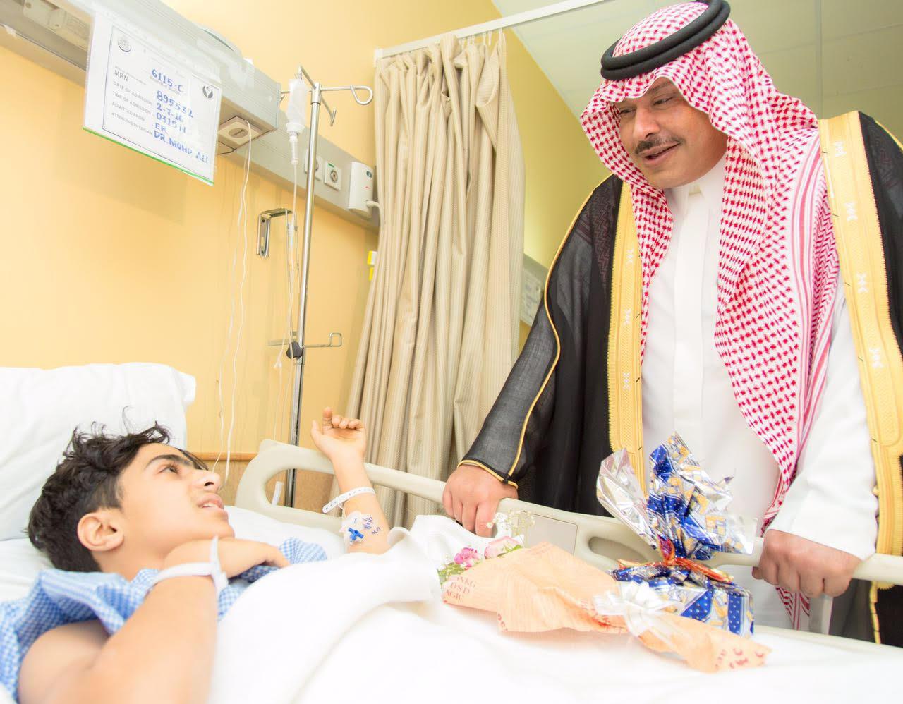 امير الباحة في مستشفى الملك فهد لمعايدة المرضى (5)