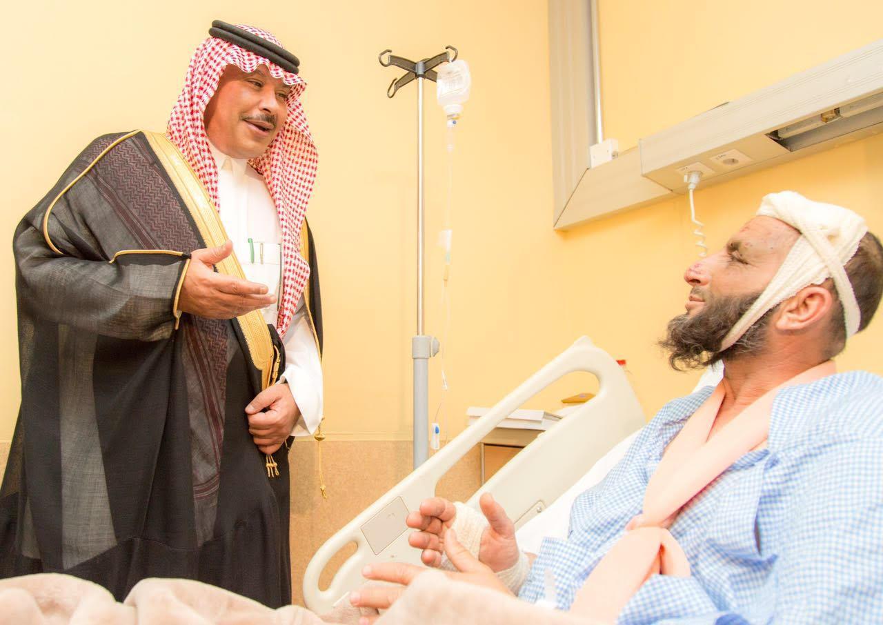 امير الباحة في مستشفى الملك فهد لمعايدة المرضى (6)