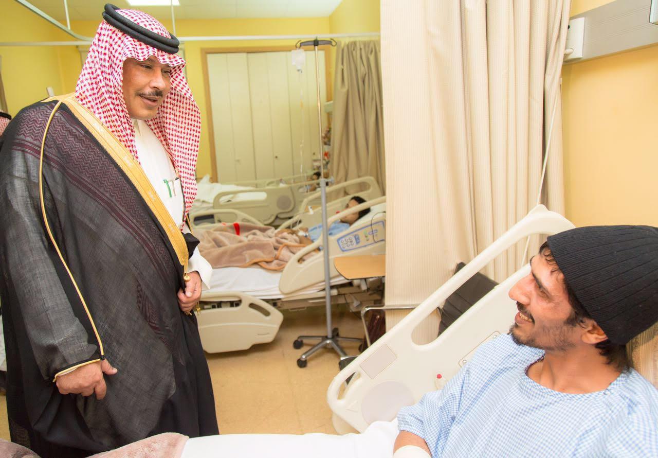امير الباحة في مستشفى الملك فهد لمعايدة المرضى (7)