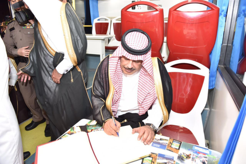 امير الباحة يدشن مبادرة الباص السياحي (3)