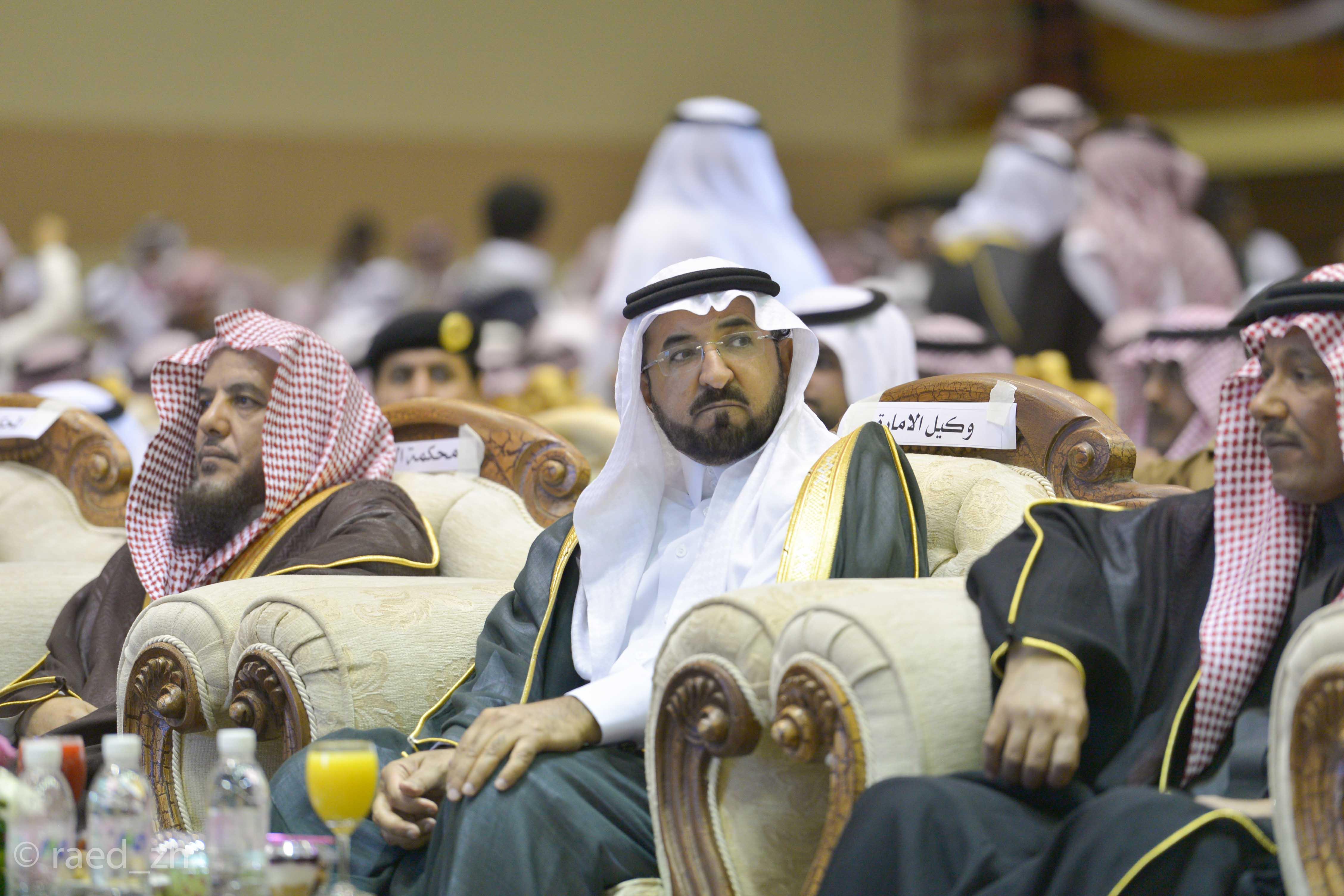 امير الباحة يرعى تخريج الدفعة العاشرة من طلاب وطالبات جامعة الباحة (11)