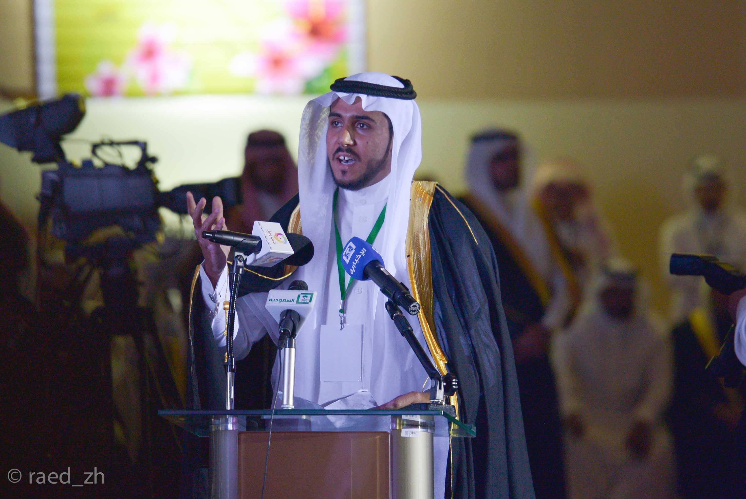 امير الباحة يرعى تخريج الدفعة العاشرة من طلاب وطالبات جامعة الباحة (13)