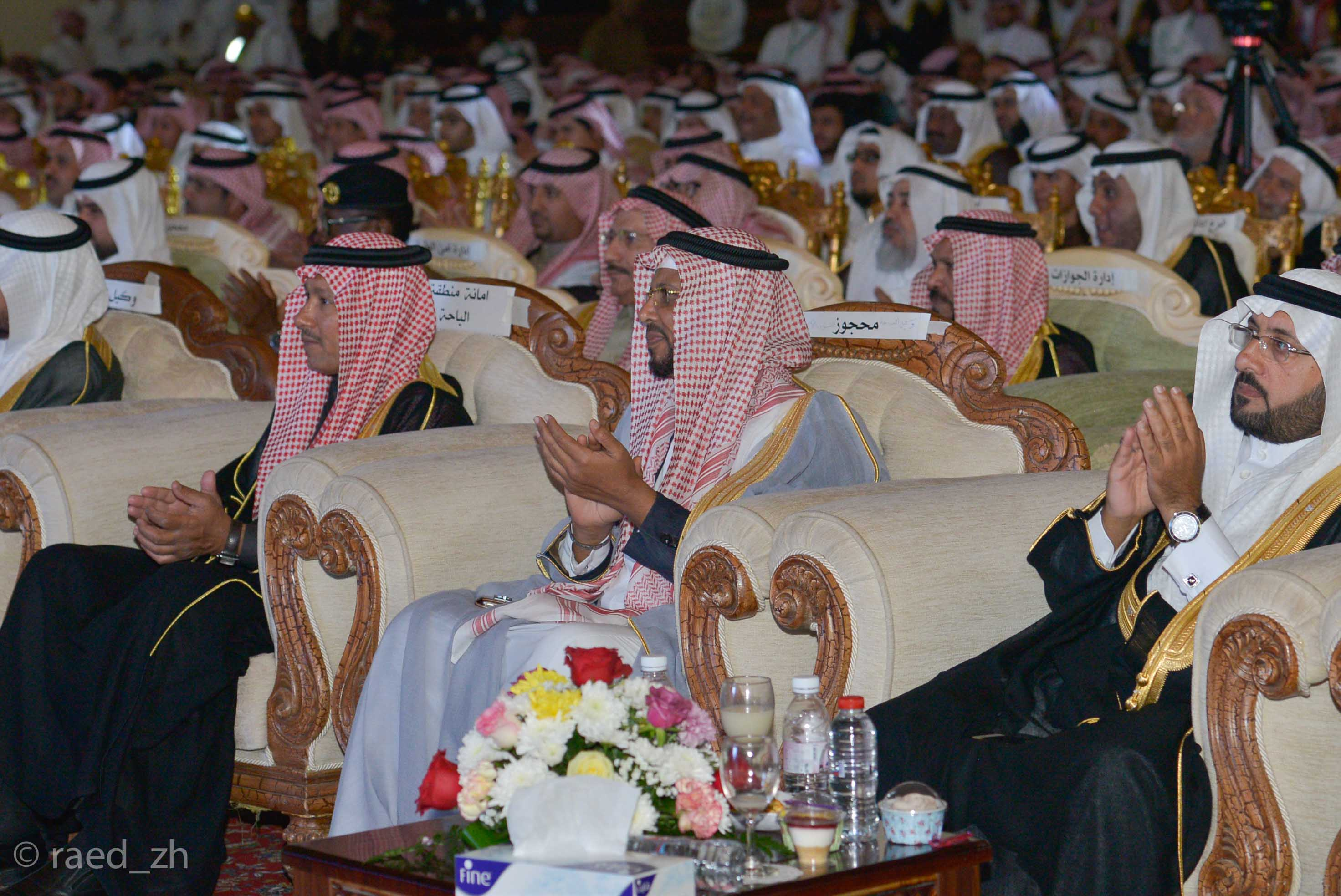 امير الباحة يرعى تخريج الدفعة العاشرة من طلاب وطالبات جامعة الباحة (14)