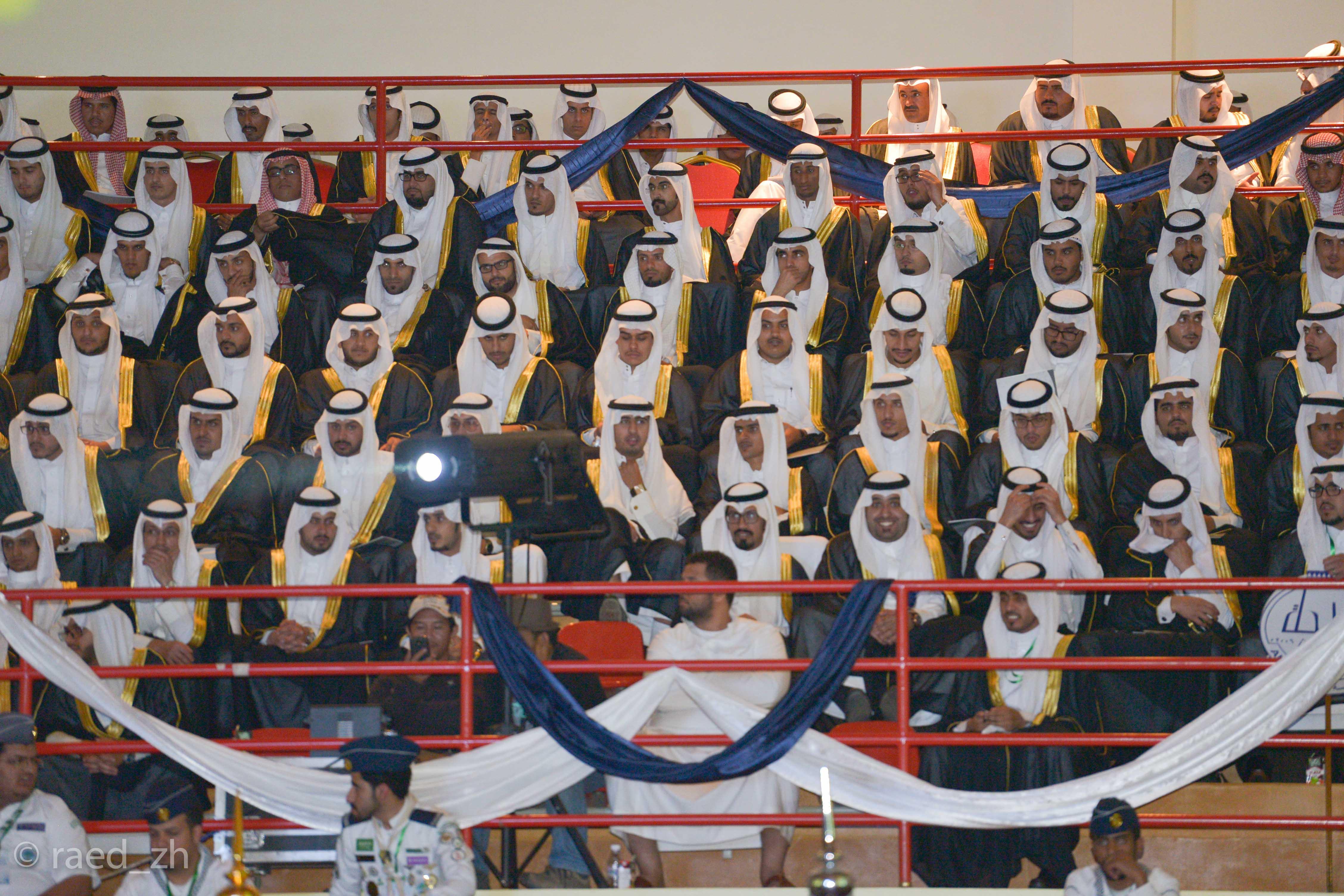 امير الباحة يرعى تخريج الدفعة العاشرة من طلاب وطالبات جامعة الباحة (16)