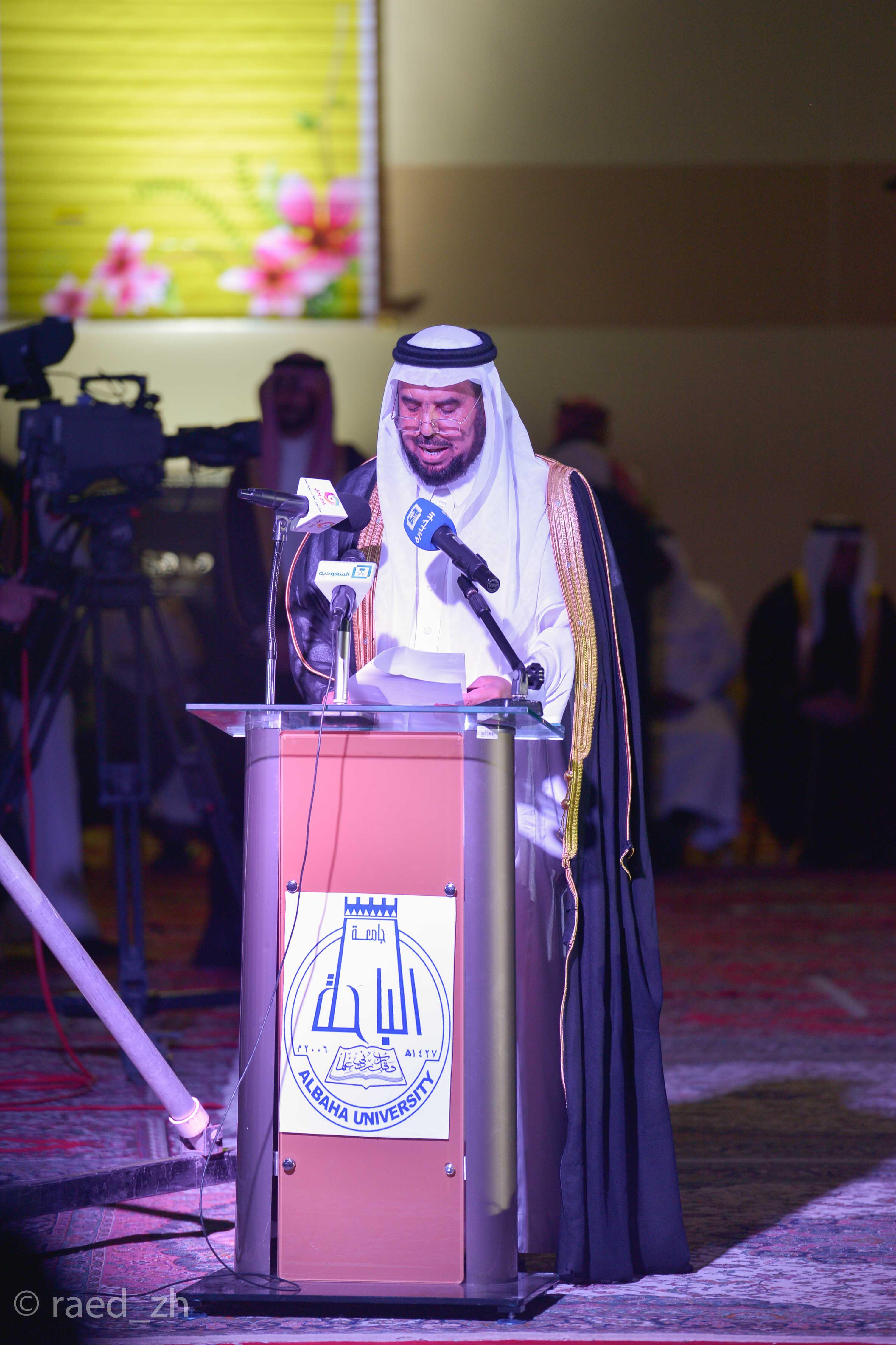 امير الباحة يرعى تخريج الدفعة العاشرة من طلاب وطالبات جامعة الباحة (18)
