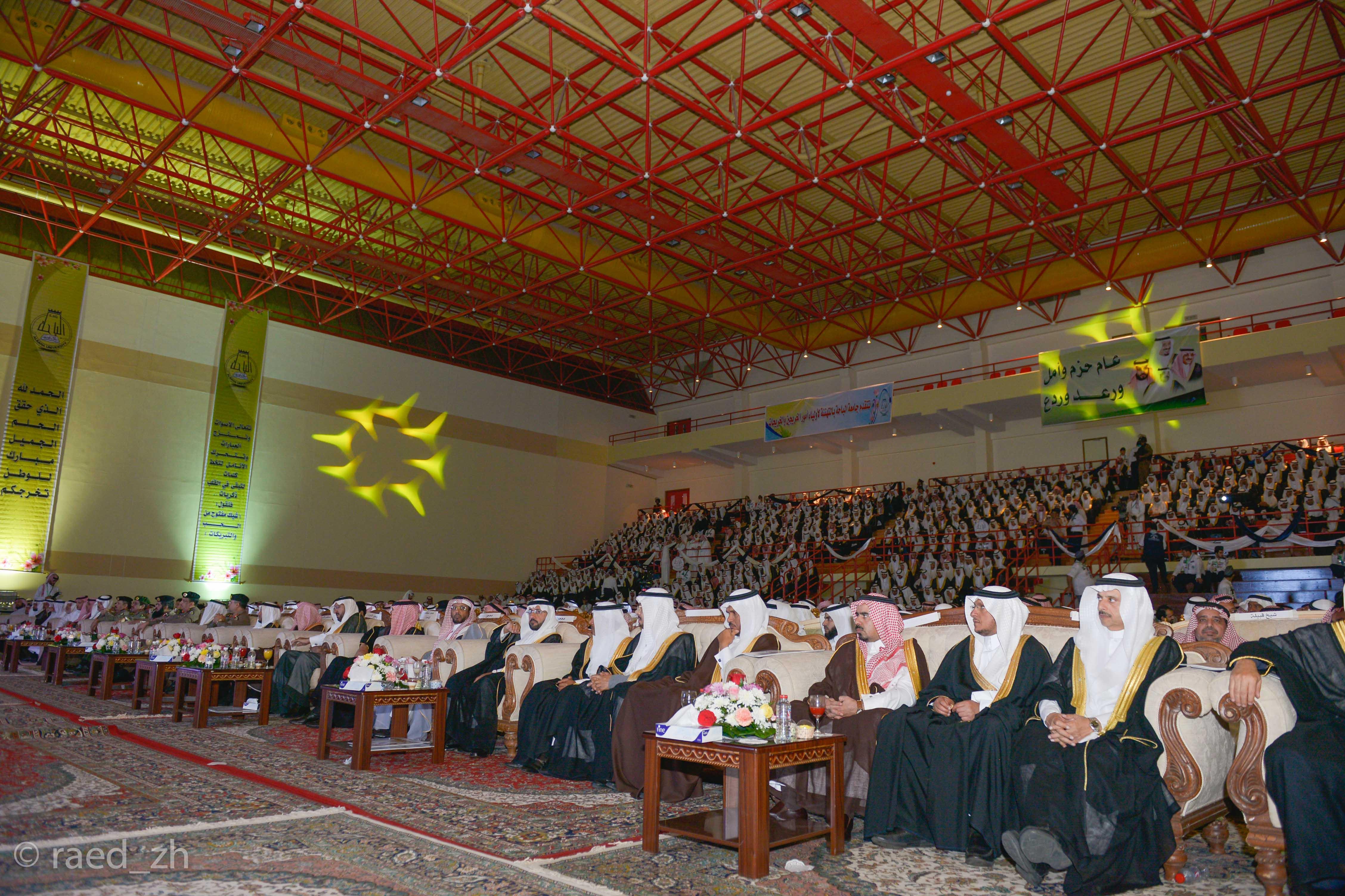 امير الباحة يرعى تخريج الدفعة العاشرة من طلاب وطالبات جامعة الباحة (19)