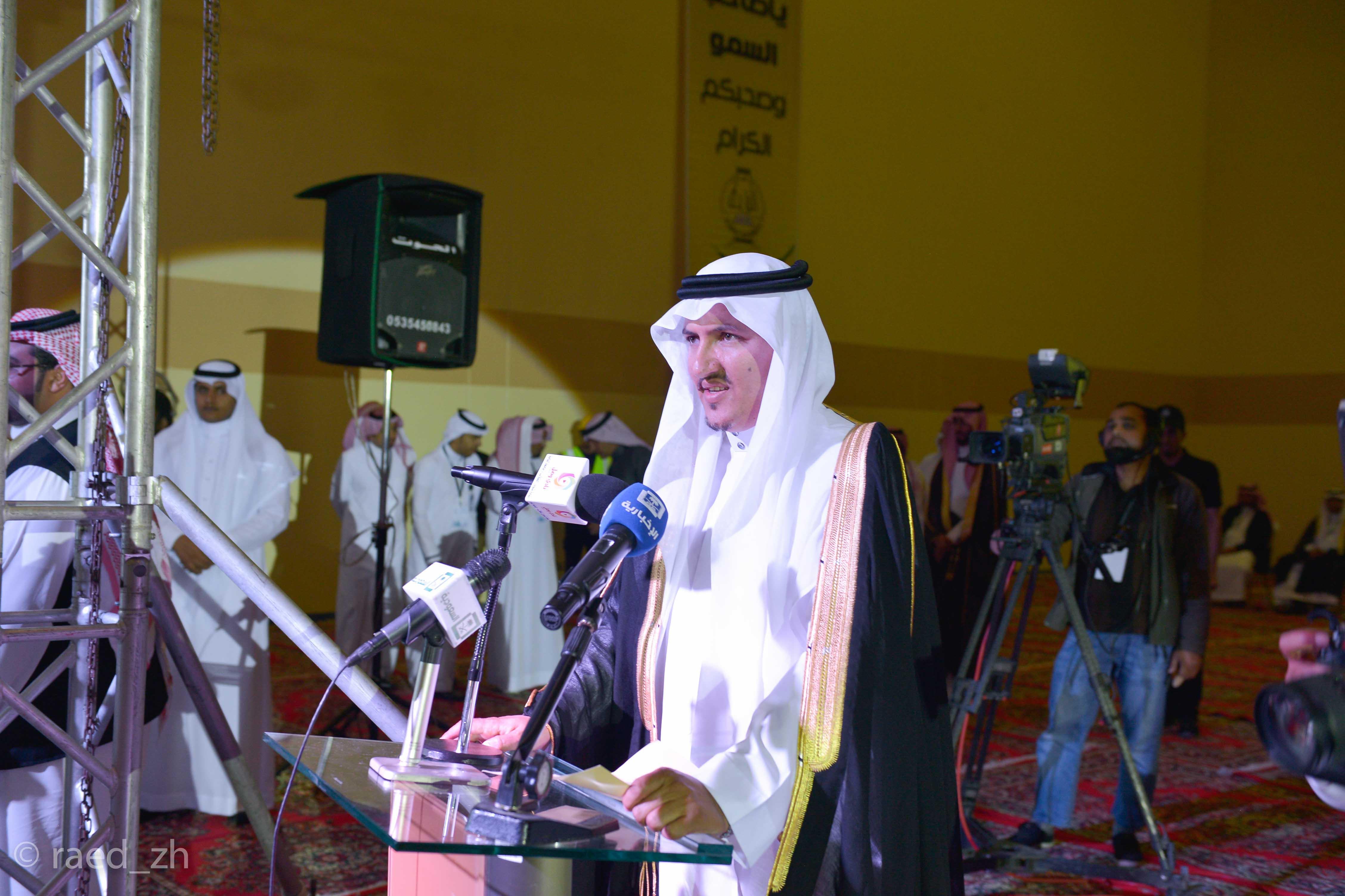 امير الباحة يرعى تخريج الدفعة العاشرة من طلاب وطالبات جامعة الباحة (20)