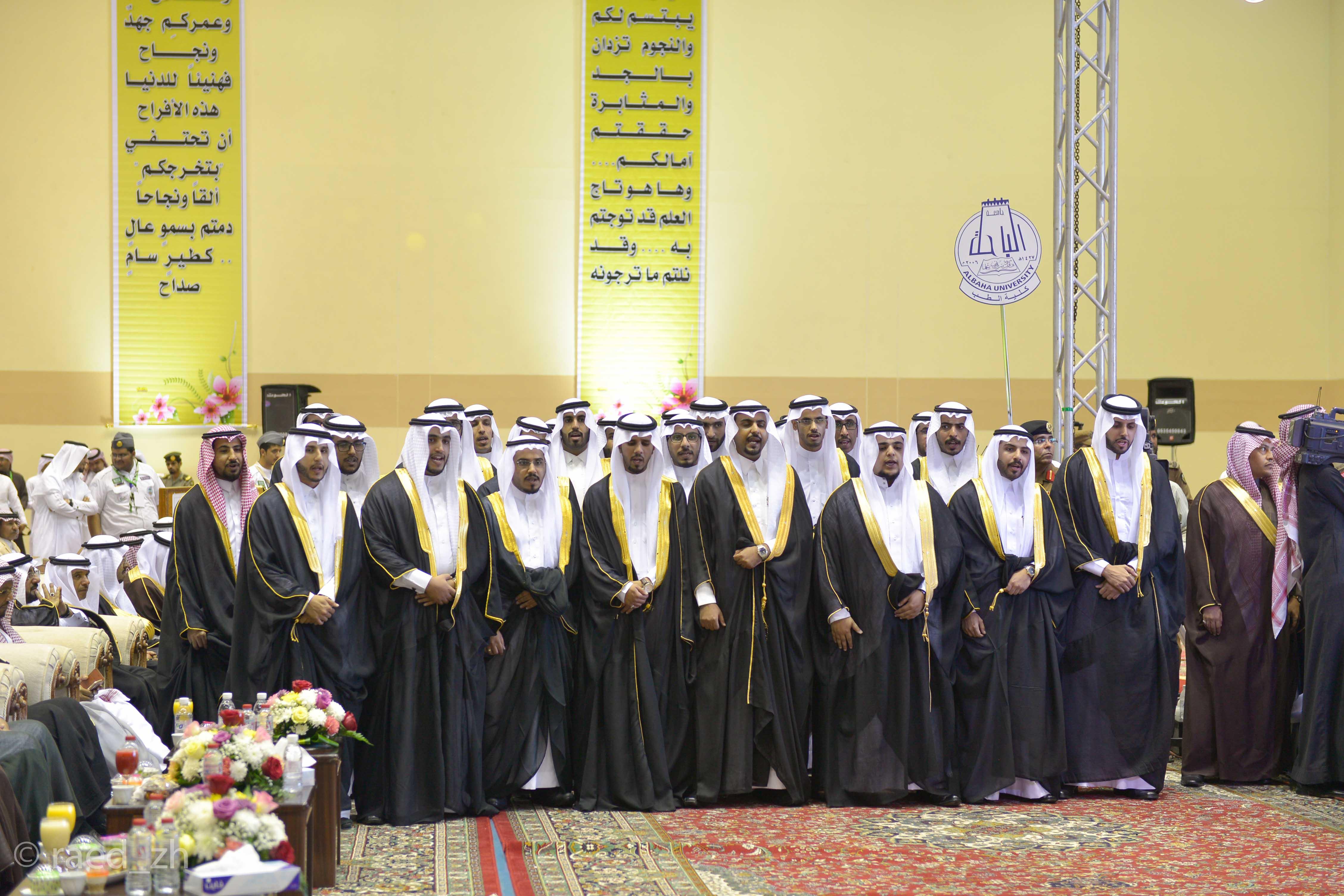 امير الباحة يرعى تخريج الدفعة العاشرة من طلاب وطالبات جامعة الباحة (21)