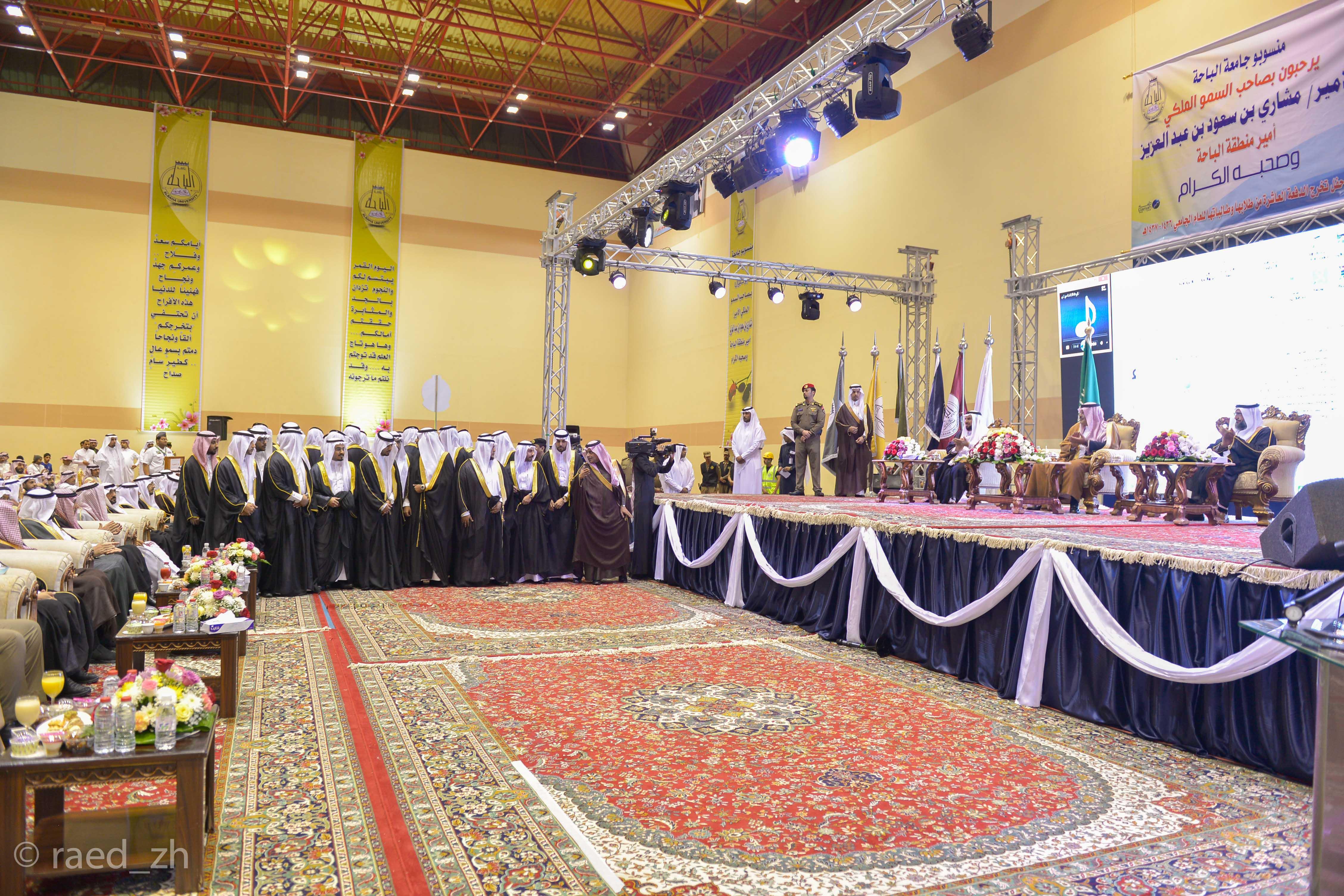امير الباحة يرعى تخريج الدفعة العاشرة من طلاب وطالبات جامعة الباحة (22)