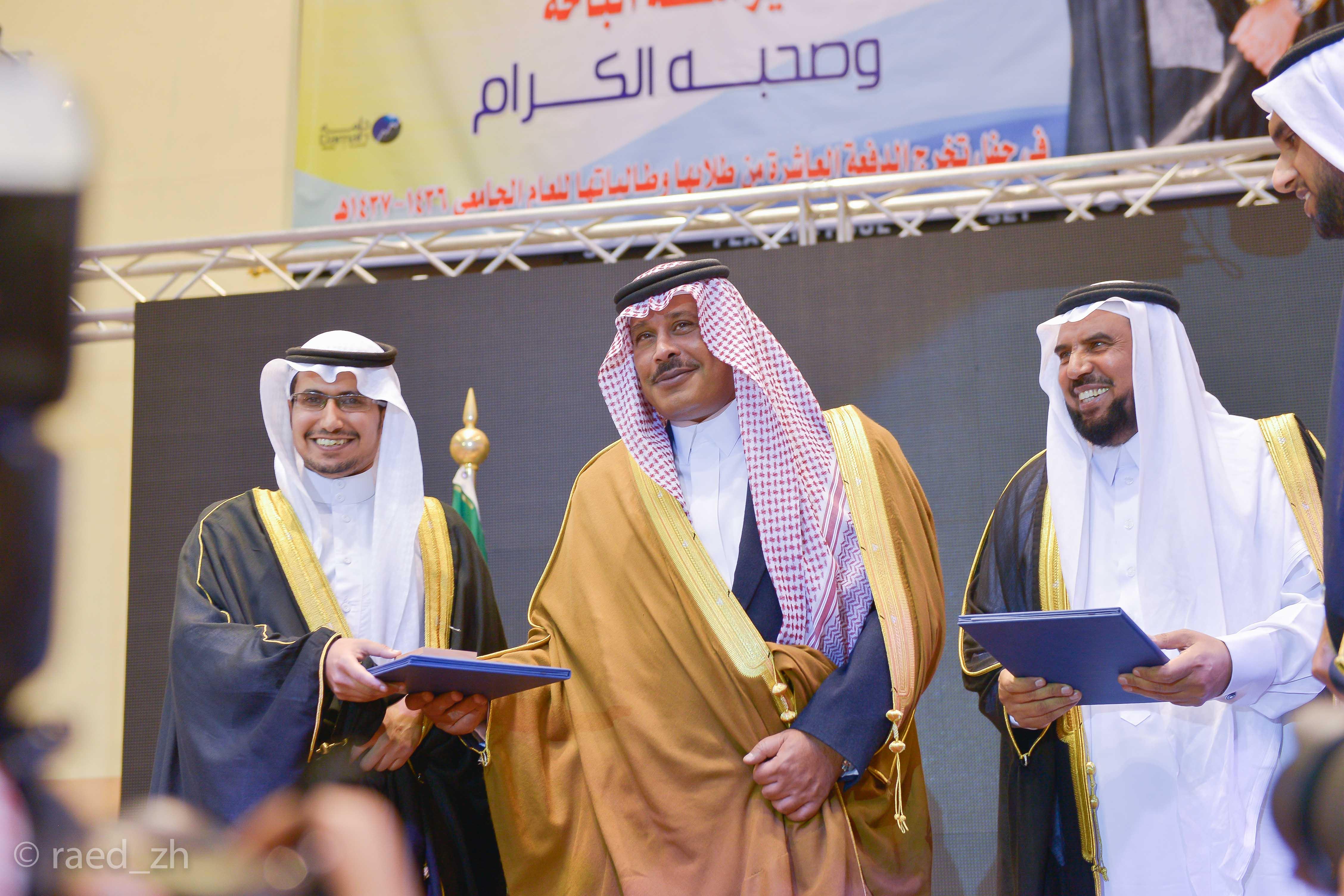 امير الباحة يرعى تخريج الدفعة العاشرة من طلاب وطالبات جامعة الباحة (23)