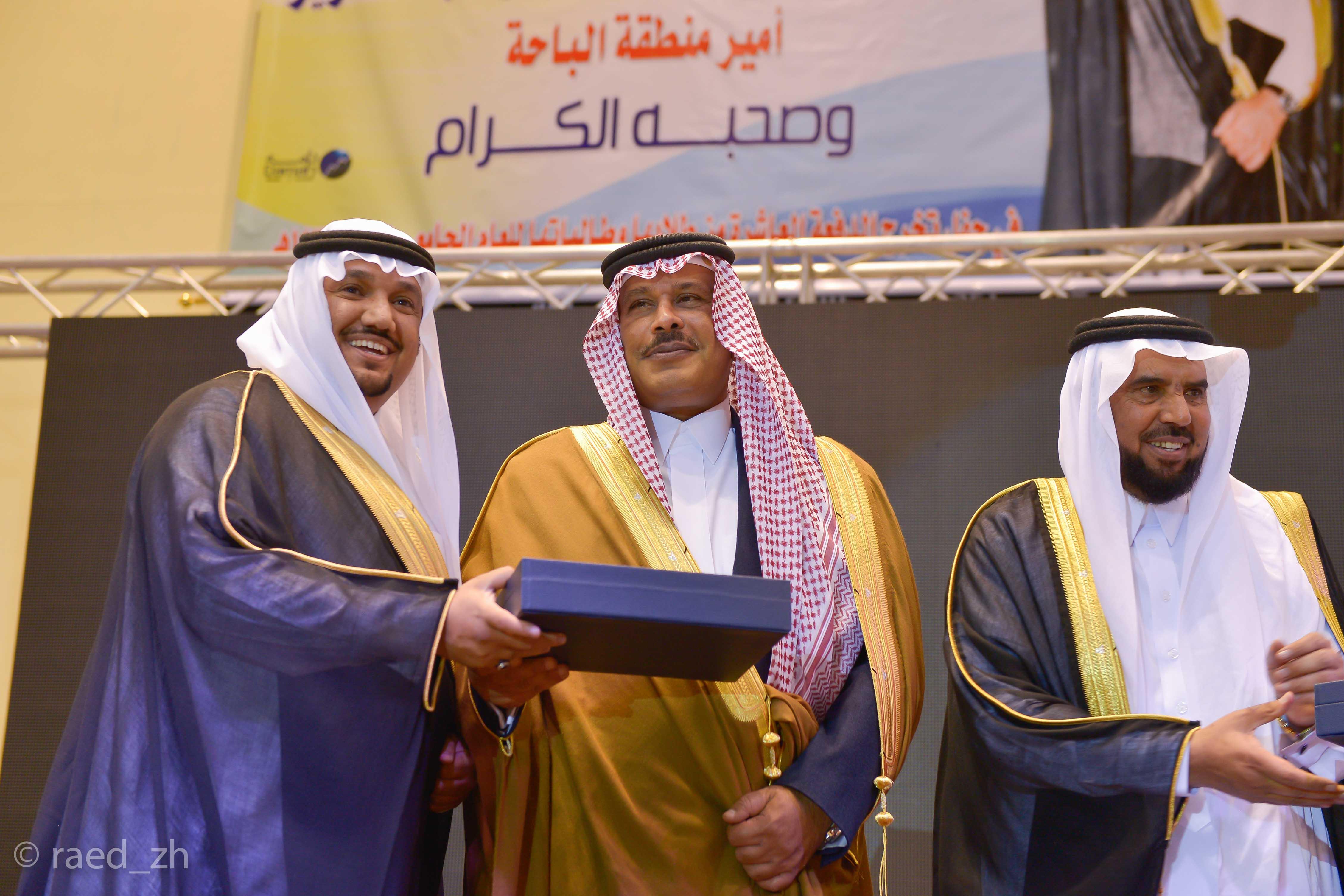 امير الباحة يرعى تخريج الدفعة العاشرة من طلاب وطالبات جامعة الباحة (24)