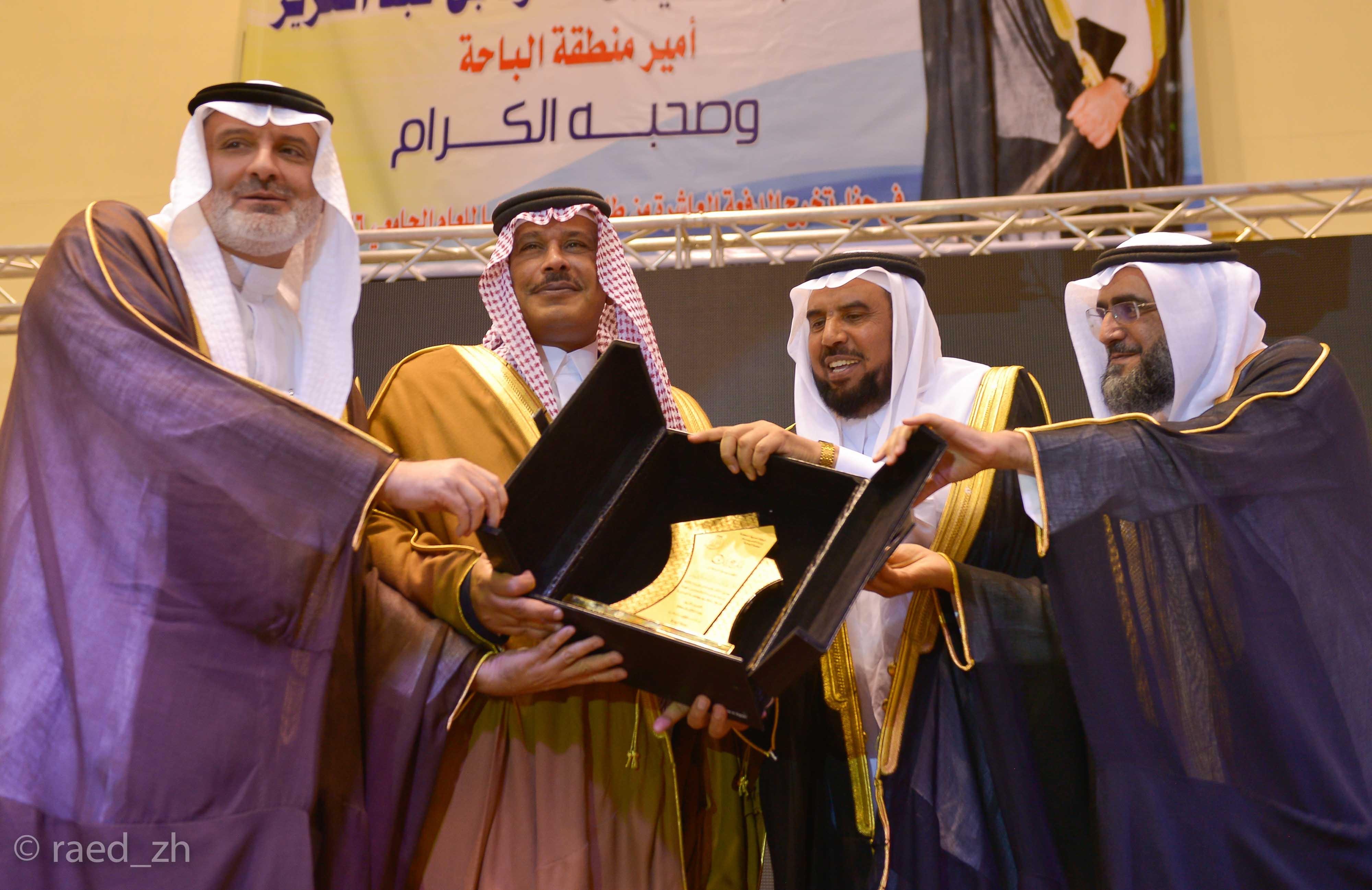 امير الباحة يرعى تخريج الدفعة العاشرة من طلاب وطالبات جامعة الباحة (25)