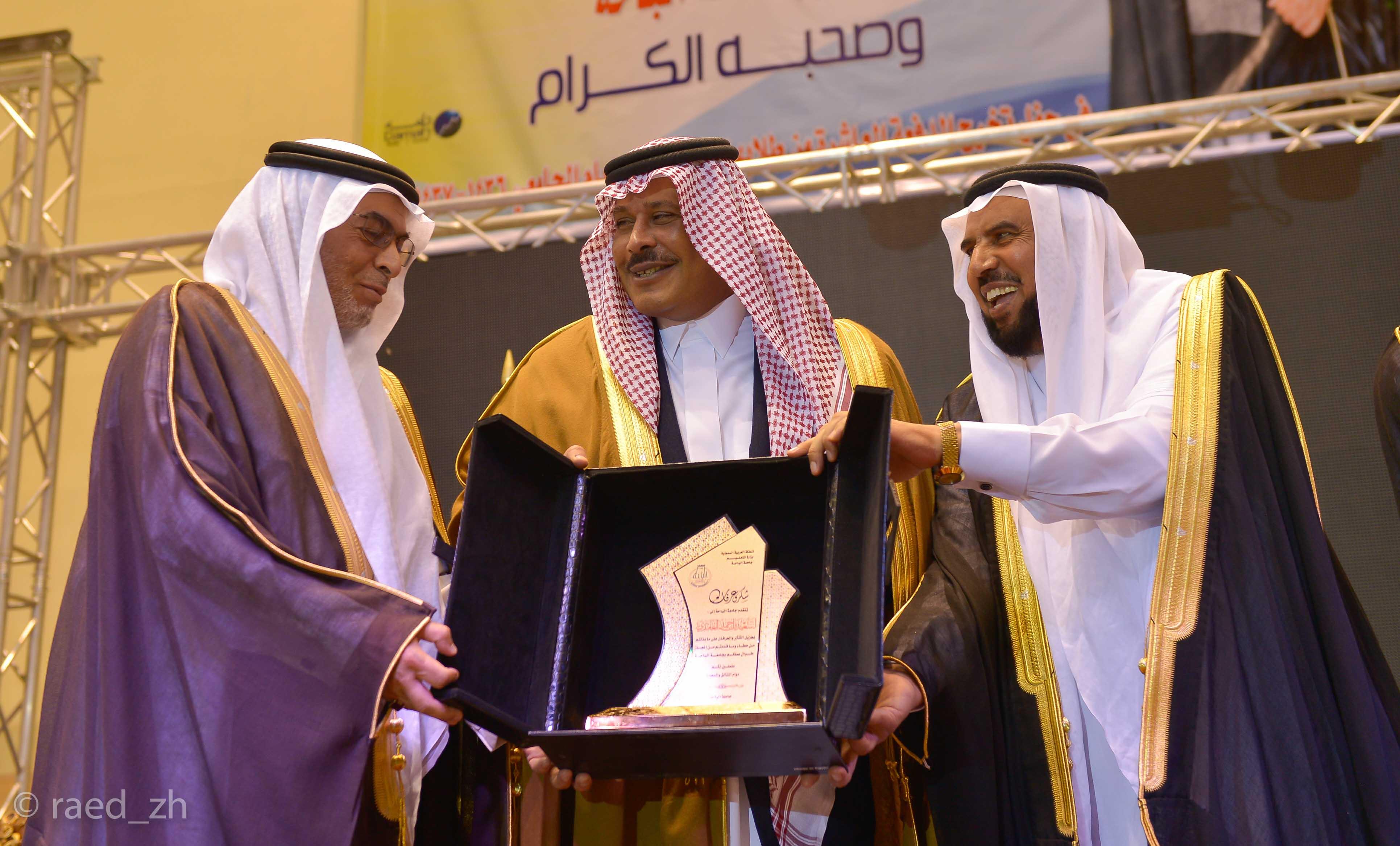 امير الباحة يرعى تخريج الدفعة العاشرة من طلاب وطالبات جامعة الباحة (26)