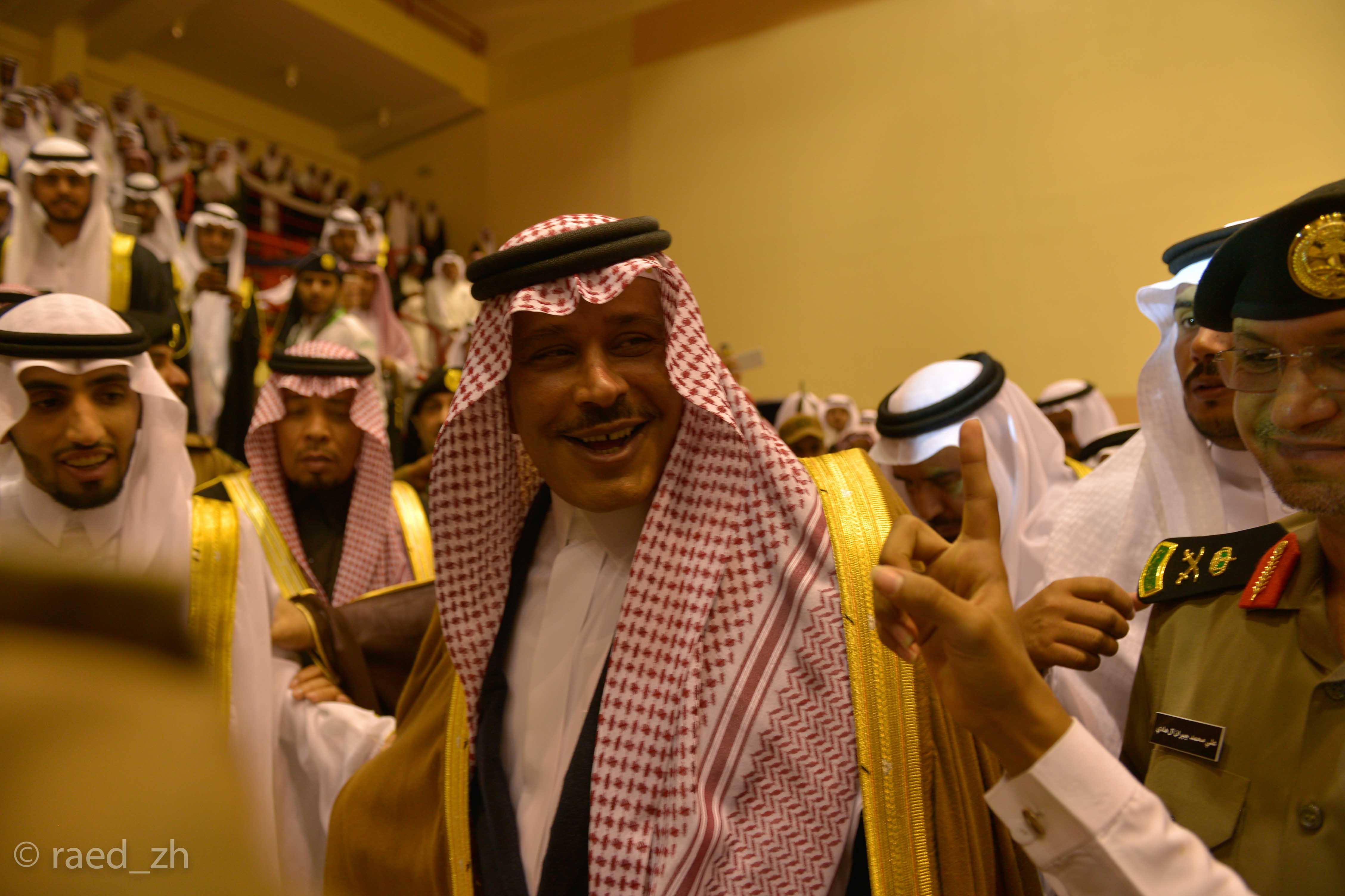 امير الباحة يرعى تخريج الدفعة العاشرة من طلاب وطالبات جامعة الباحة (28)