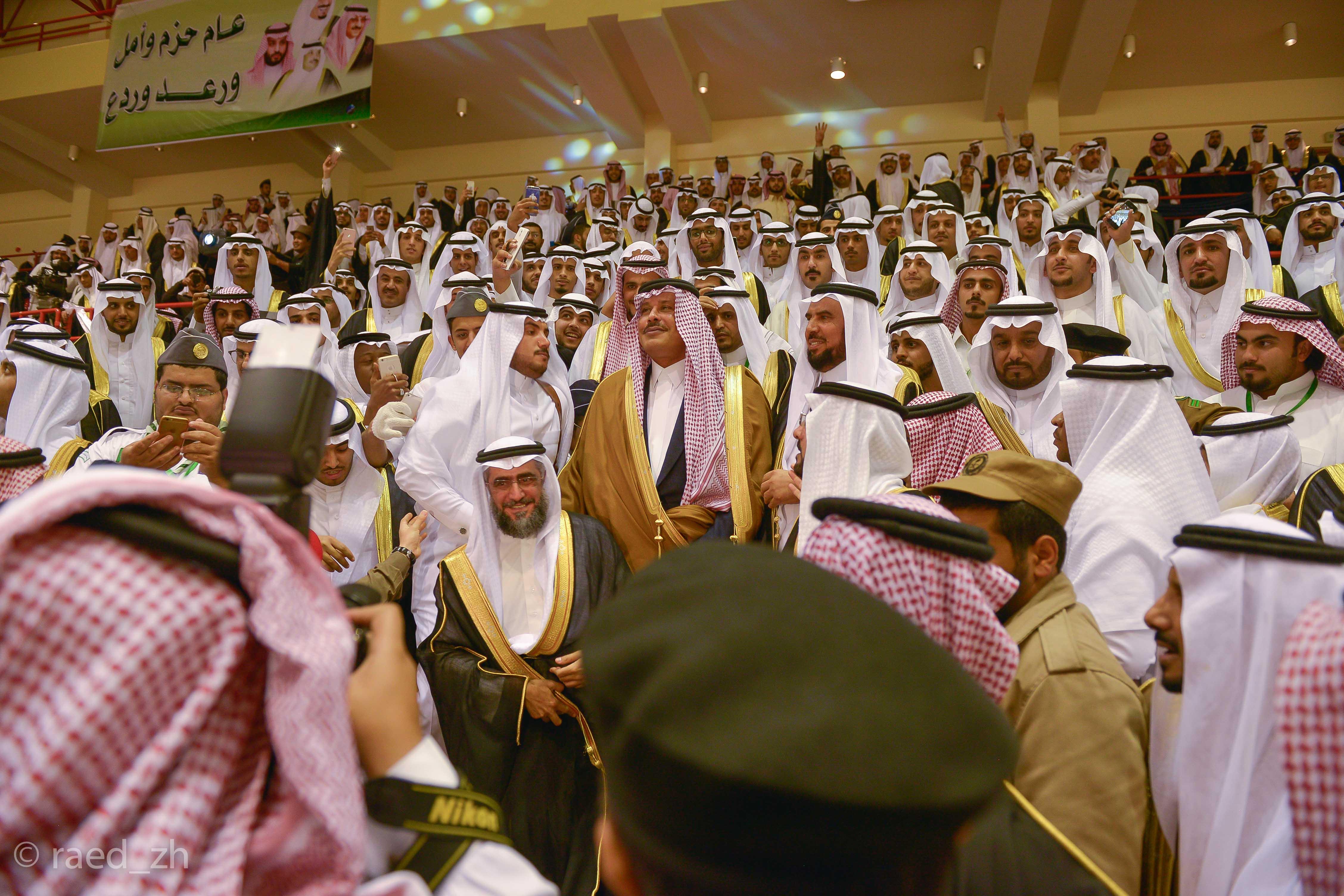امير الباحة يرعى تخريج الدفعة العاشرة من طلاب وطالبات جامعة الباحة (29)