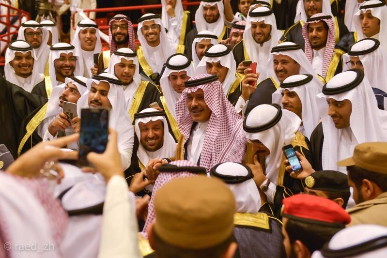 امير الباحة يرعى تخريج الدفعة العاشرة من طلاب وطالبات جامعة الباحة (30)