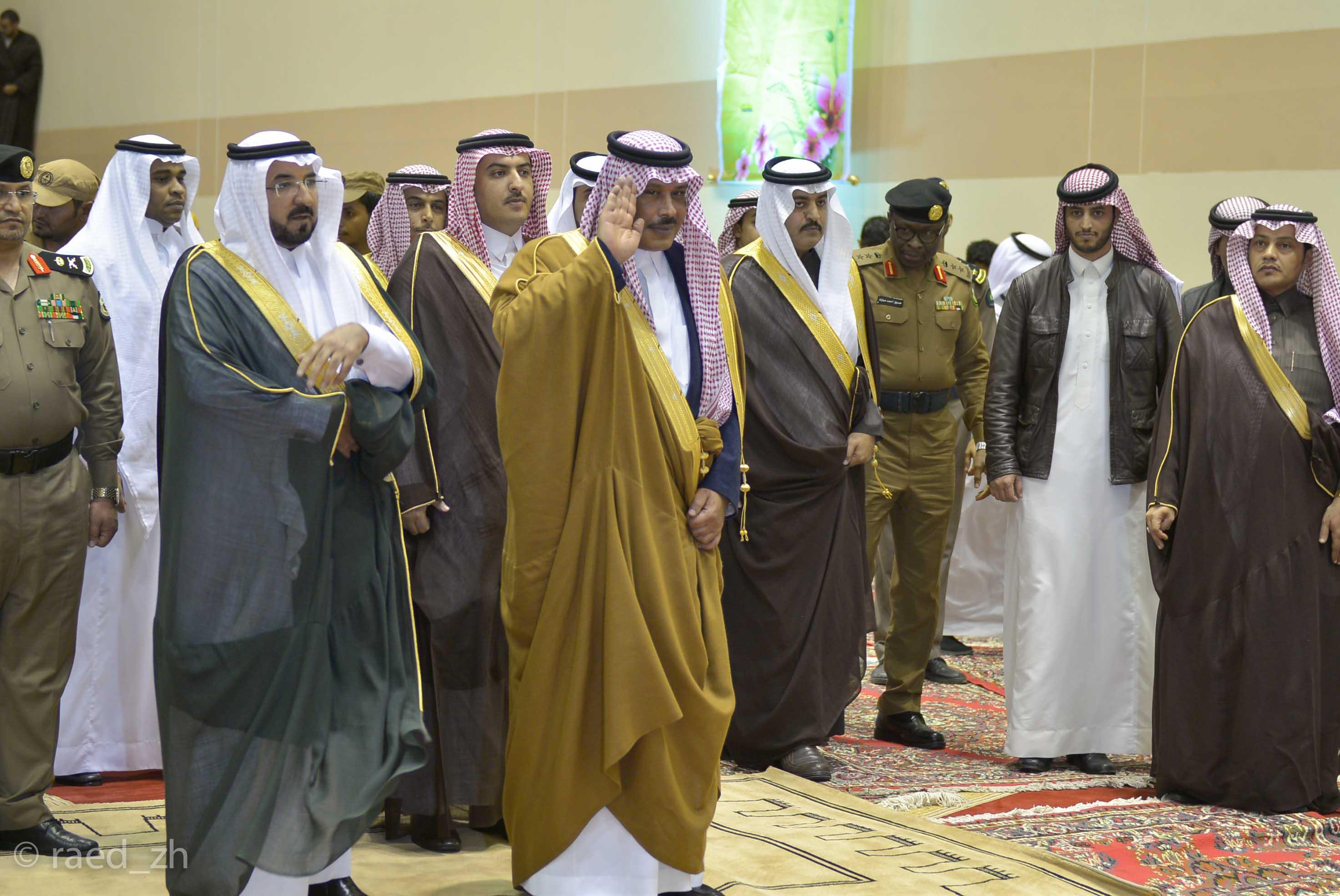 امير الباحة يرعى تخريج الدفعة العاشرة من طلاب وطالبات جامعة الباحة (5)