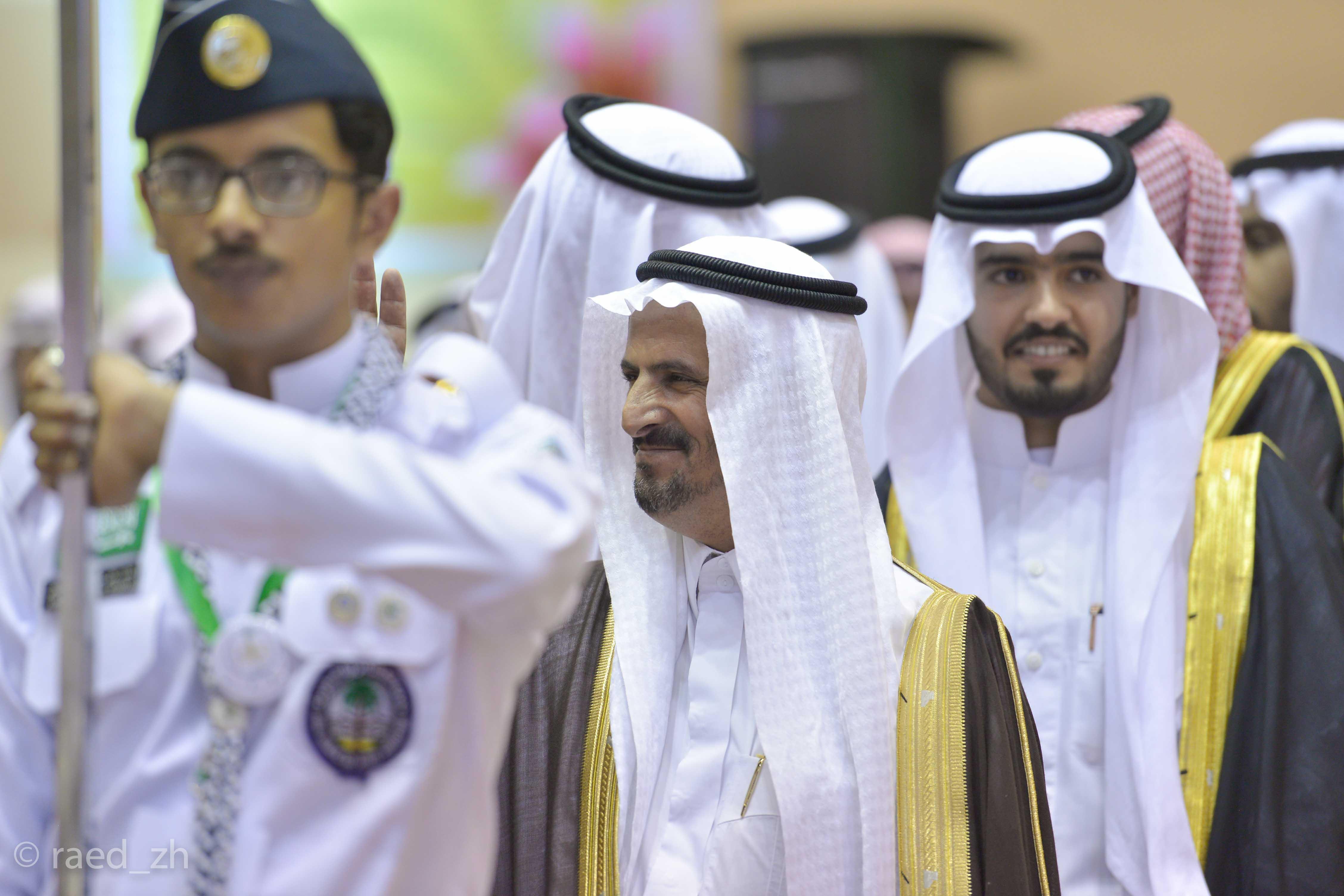 امير الباحة يرعى تخريج الدفعة العاشرة من طلاب وطالبات جامعة الباحة (6)