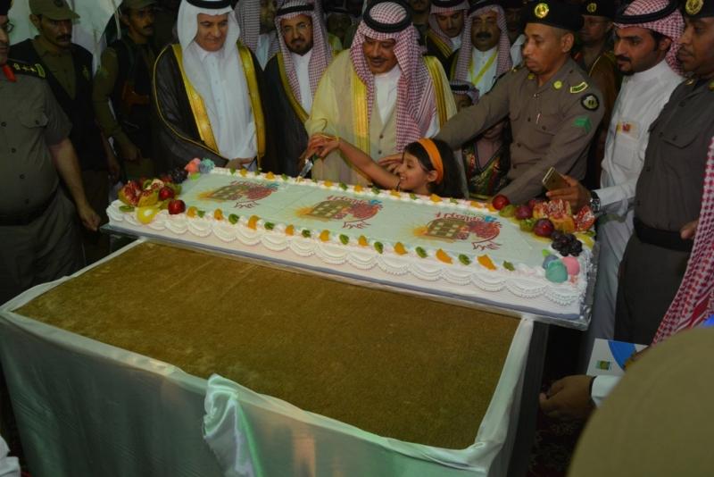 امير-الباحة-يفتتح-مهرجان-الرمان (18)