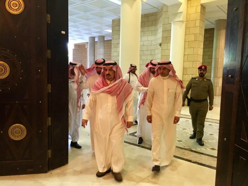 امير-الرياض-يتجول-بامارة-الرياض (1)