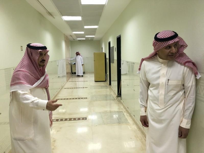 امير-الرياض-يتجول-بامارة-الرياض (2)