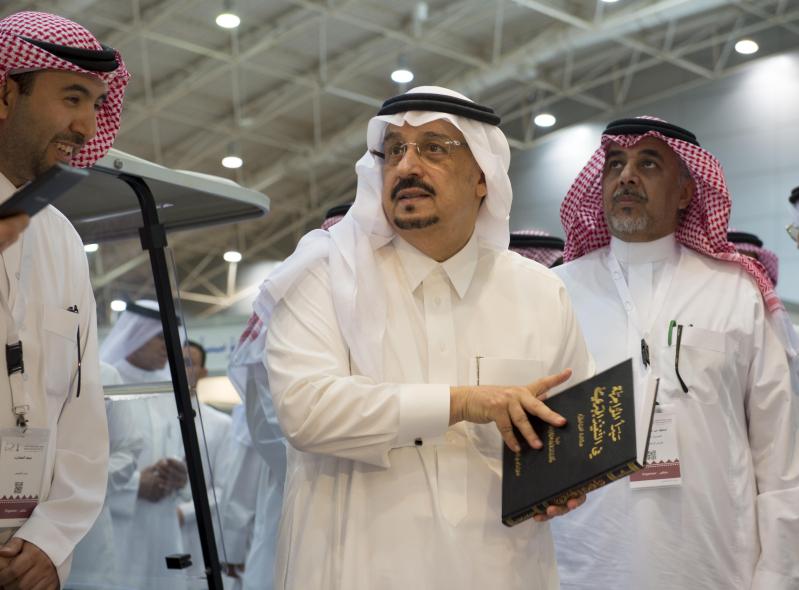 امير الرياض يزور معرض الكتاب (2)