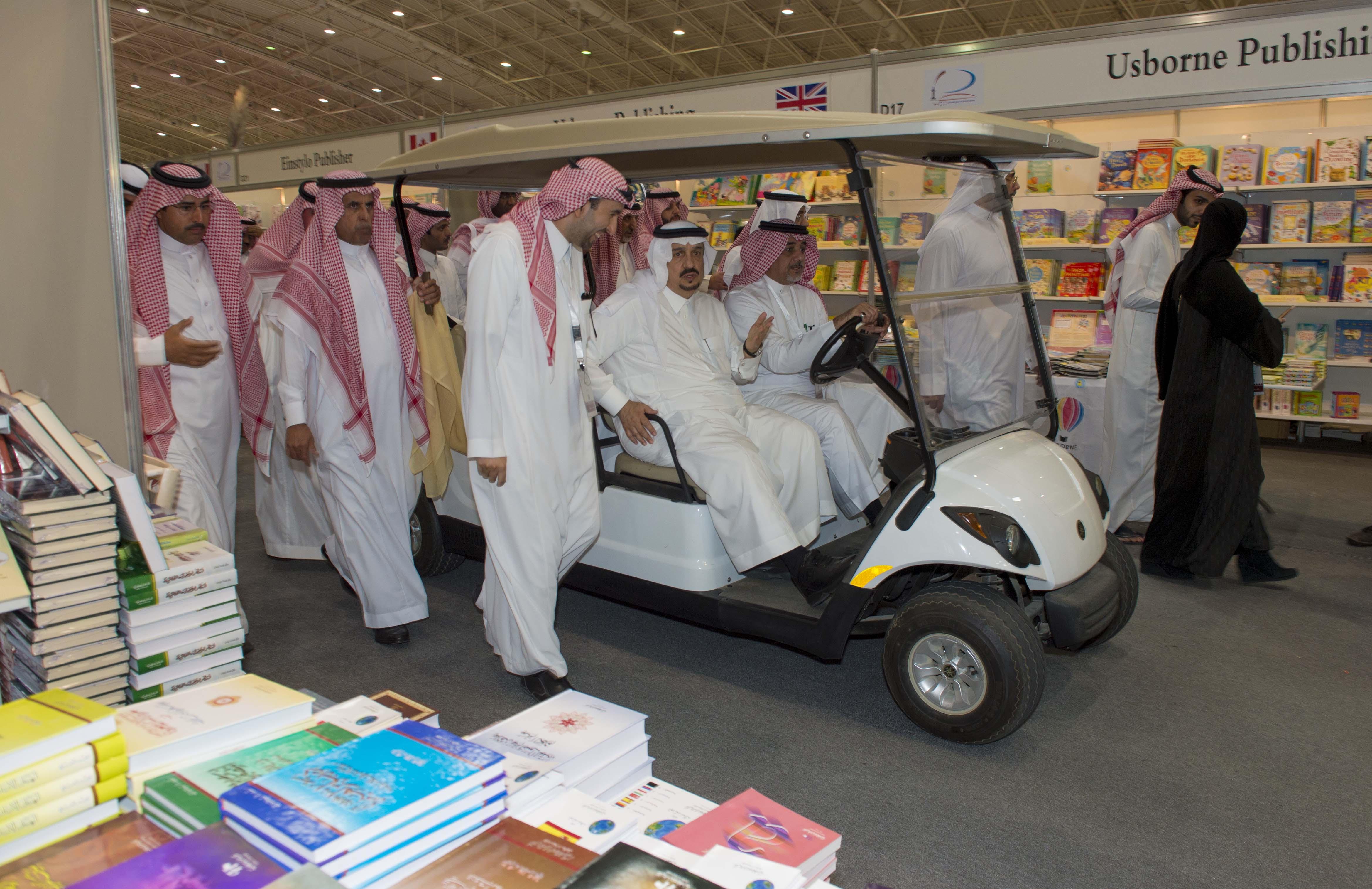 امير الرياض يزور معرض الكتاب (3)