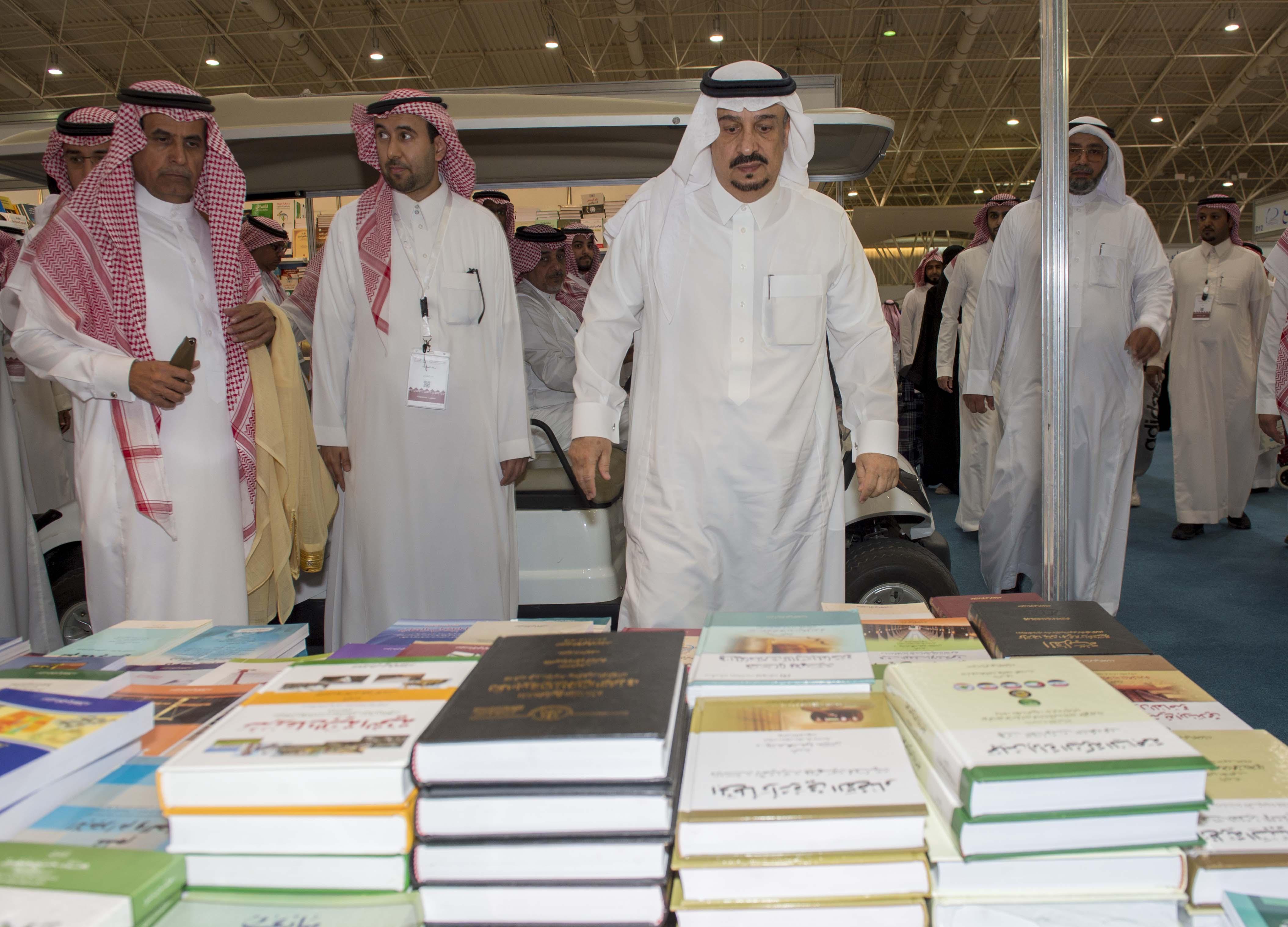 امير الرياض يزور معرض الكتاب (4)