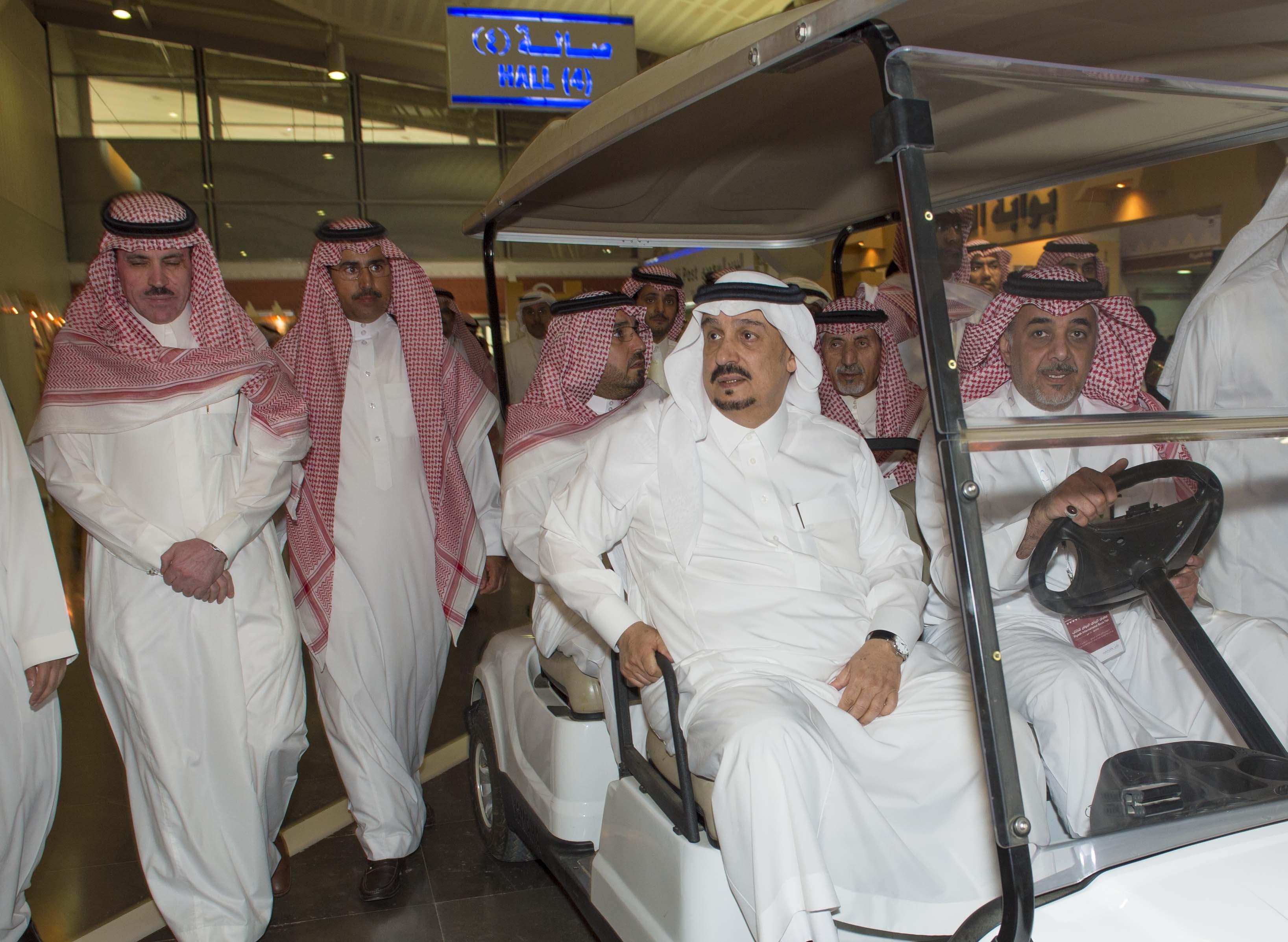 امير الرياض يزور معرض الكتاب (6)