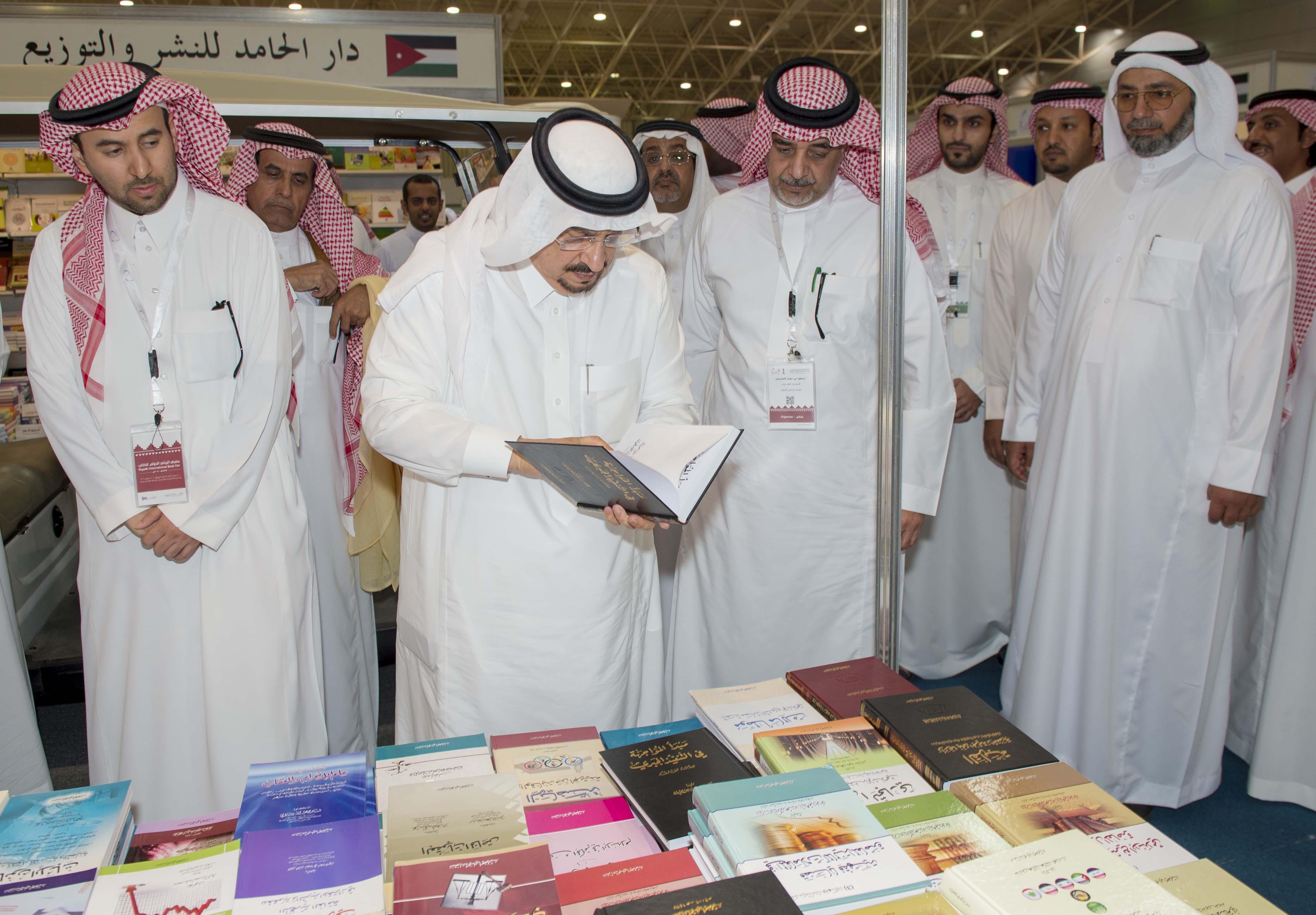 امير الرياض يزور معرض الكتاب (7)