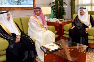فيصل بن بندر يبحث تطوير مجالات الثقافة مع رئيس أدبي الرياض - المواطن