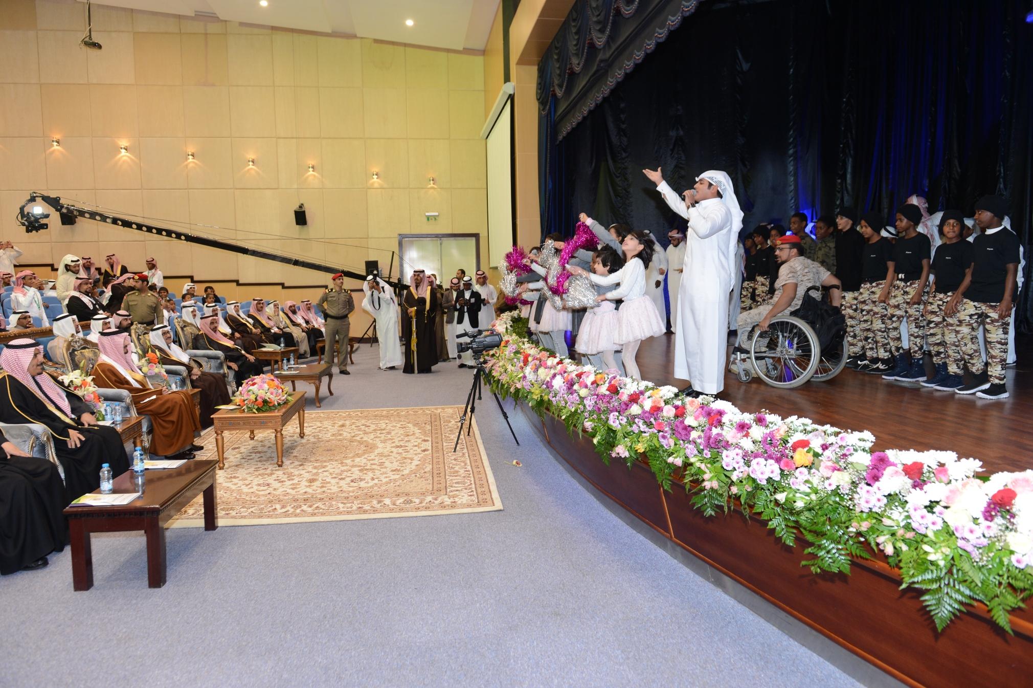 امير عسير يرعى حفل اليوم العربي لليتيم (11)