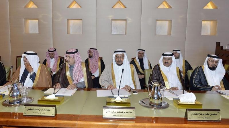 امير منطقة الرياض يرآس جلسه مجلس المنطقة8