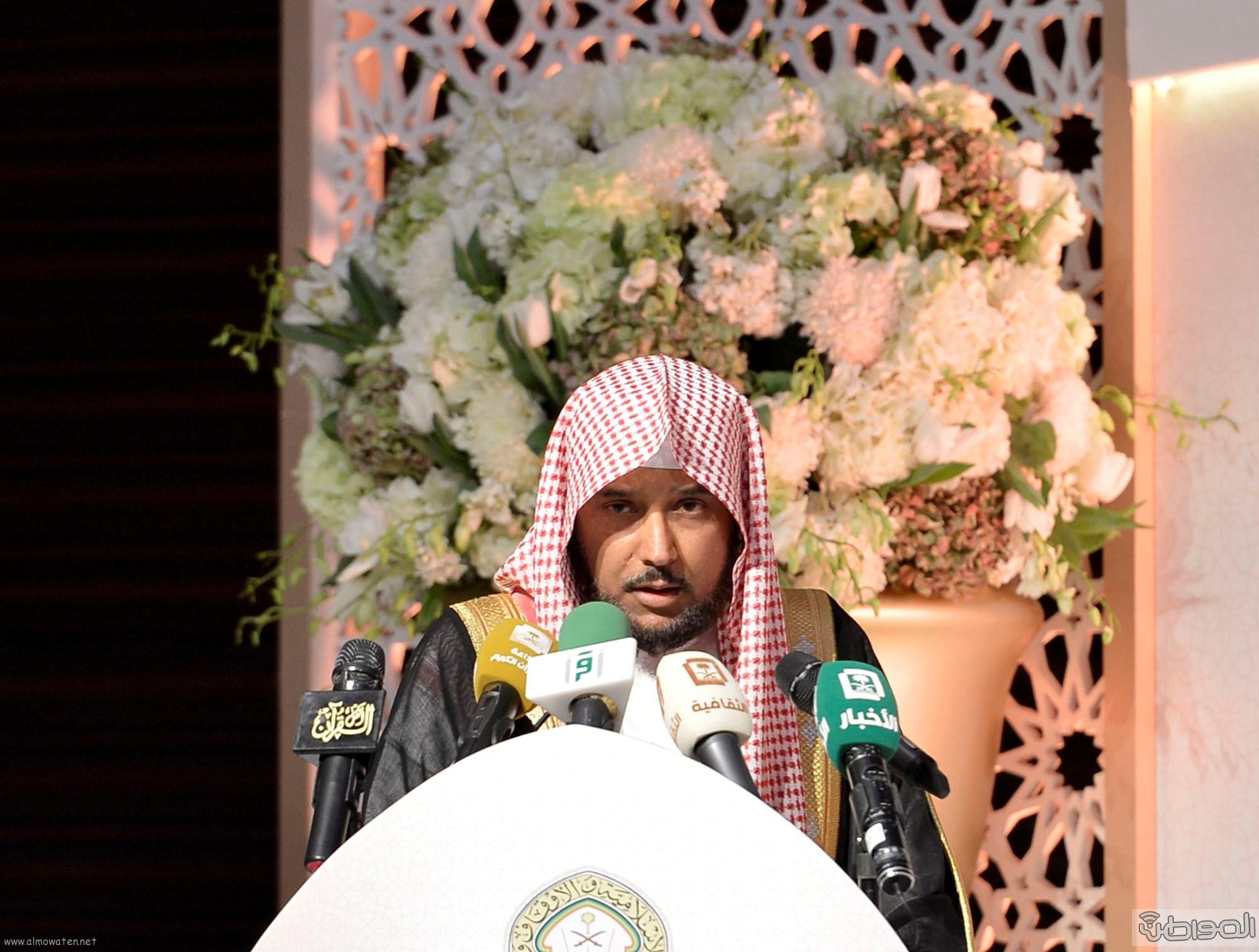 امير منطقة الرياض يرعى حفل اختتام مسابقة جائزة الملك سلمان لحفظ القران الكريم (12)