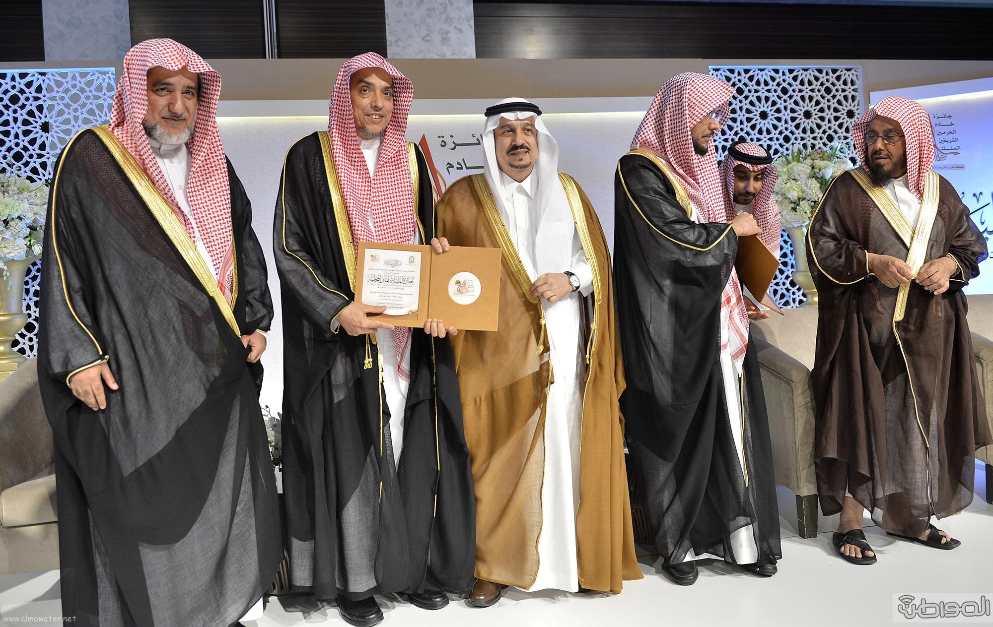 امير منطقة الرياض يرعى حفل اختتام مسابقة جائزة الملك سلمان لحفظ القران الكريم (22)