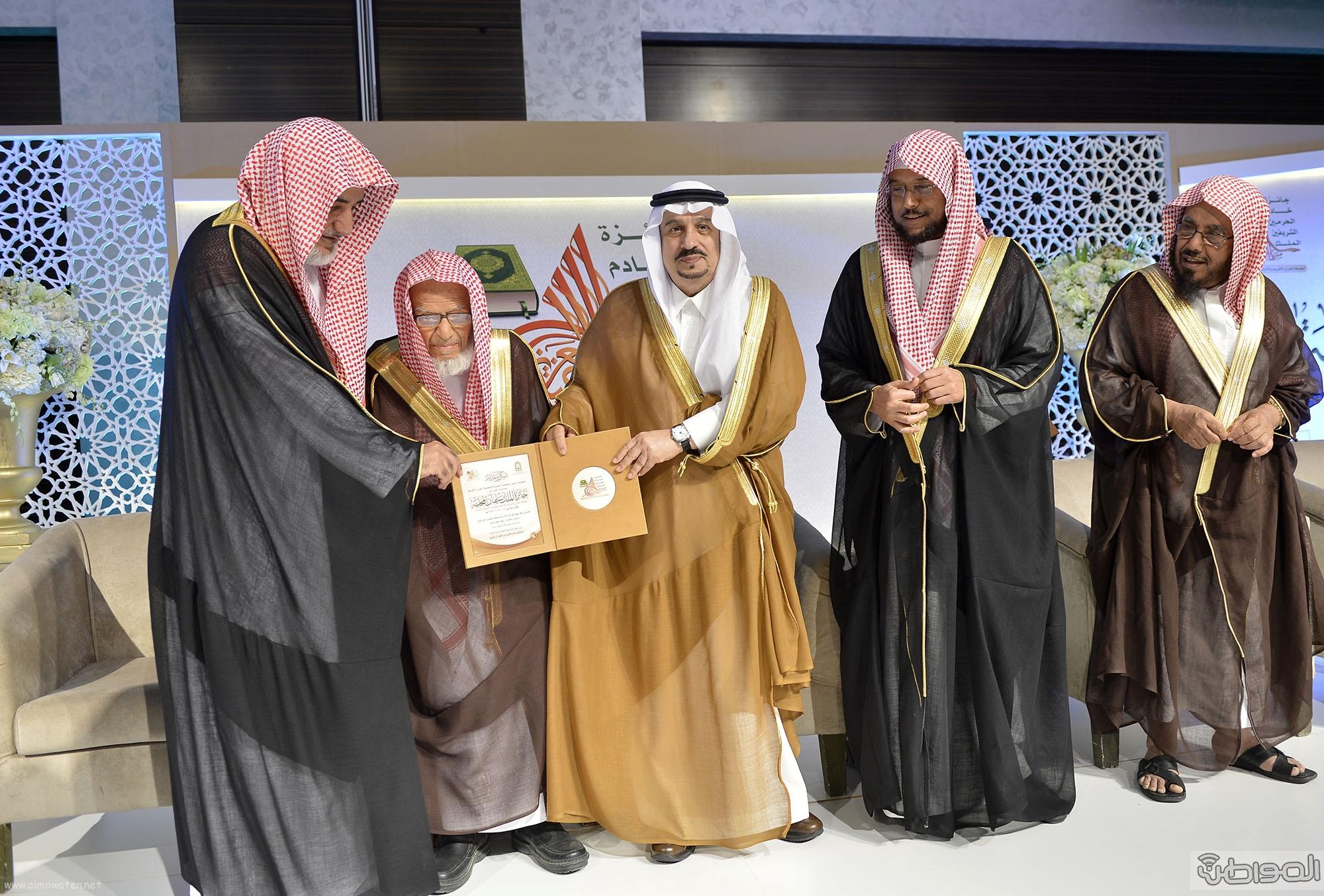 امير منطقة الرياض يرعى حفل اختتام مسابقة جائزة الملك سلمان لحفظ القران الكريم (23)