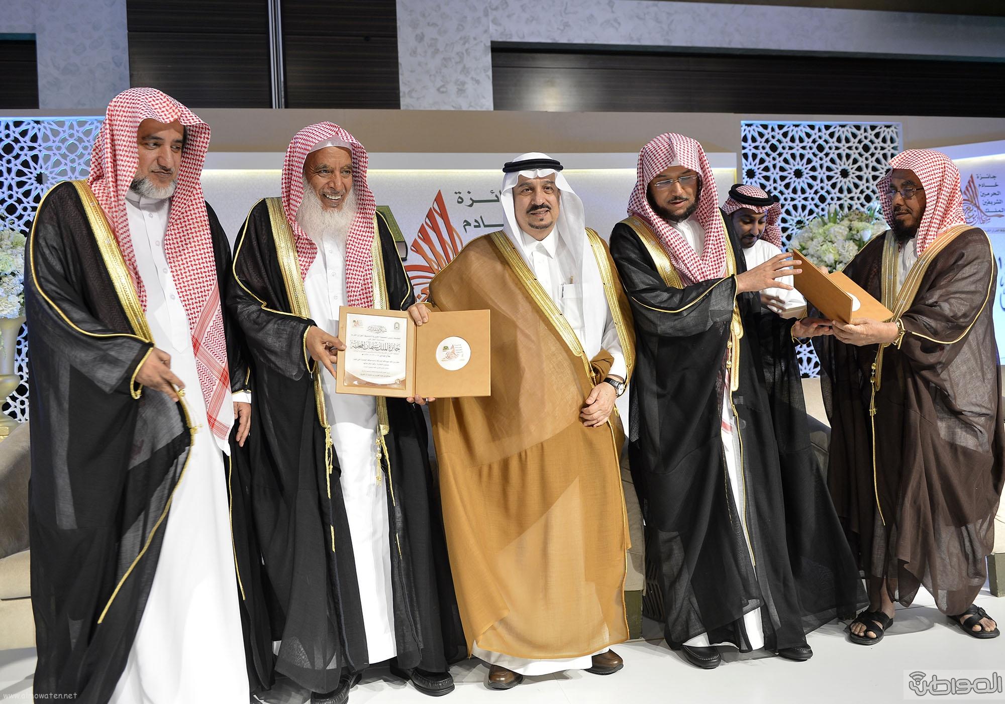 امير منطقة الرياض يرعى حفل اختتام مسابقة جائزة الملك سلمان لحفظ القران الكريم (24)