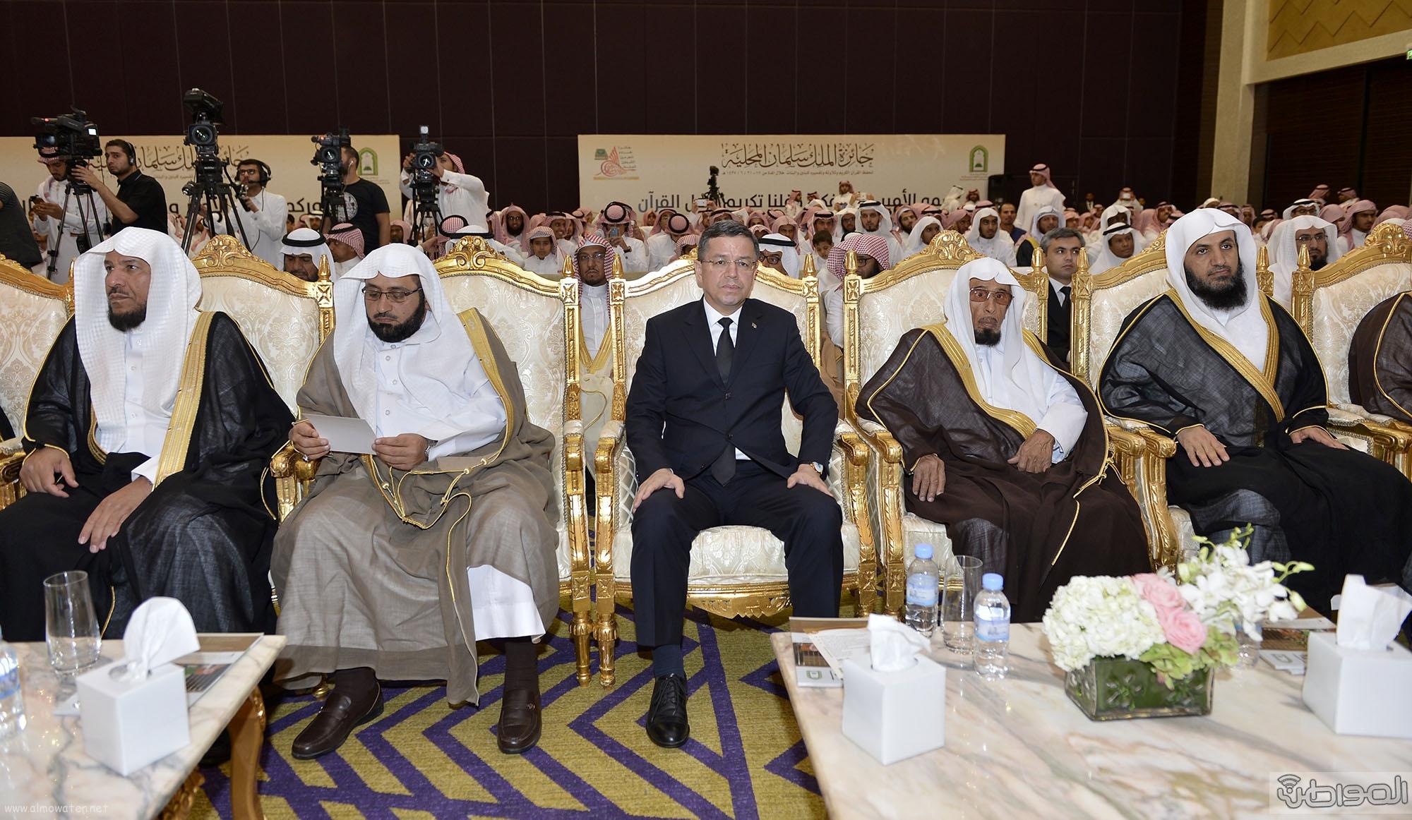 امير منطقة الرياض يرعى حفل اختتام مسابقة جائزة الملك سلمان لحفظ القران الكريم (8)