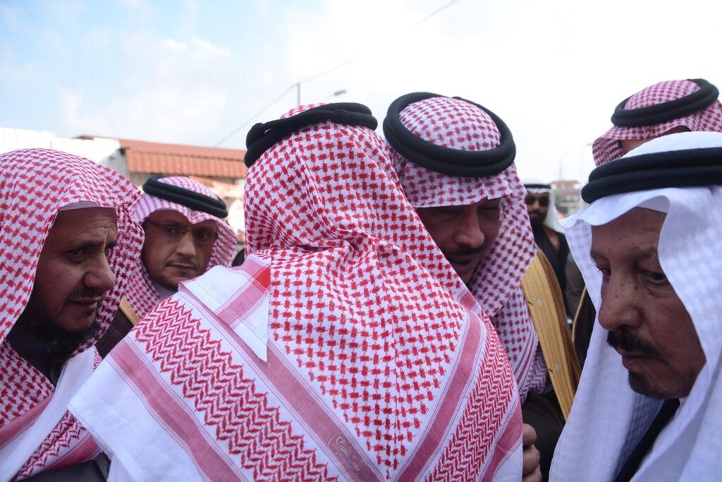 امير-يصلي-علي-الشهيد-علي-الزهراني (1)