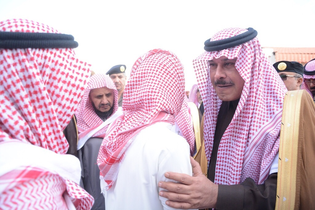 امير-يصلي-علي-الشهيد-علي-الزهراني (3)