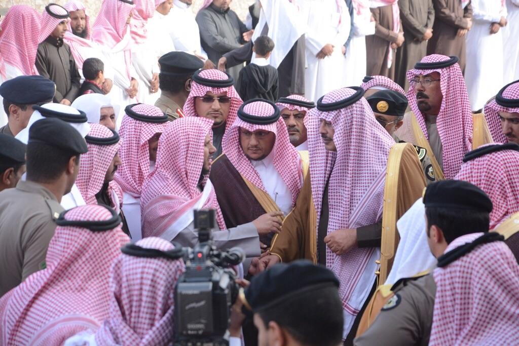 امير-يصلي-علي-الشهيد-علي-الزهراني (6)